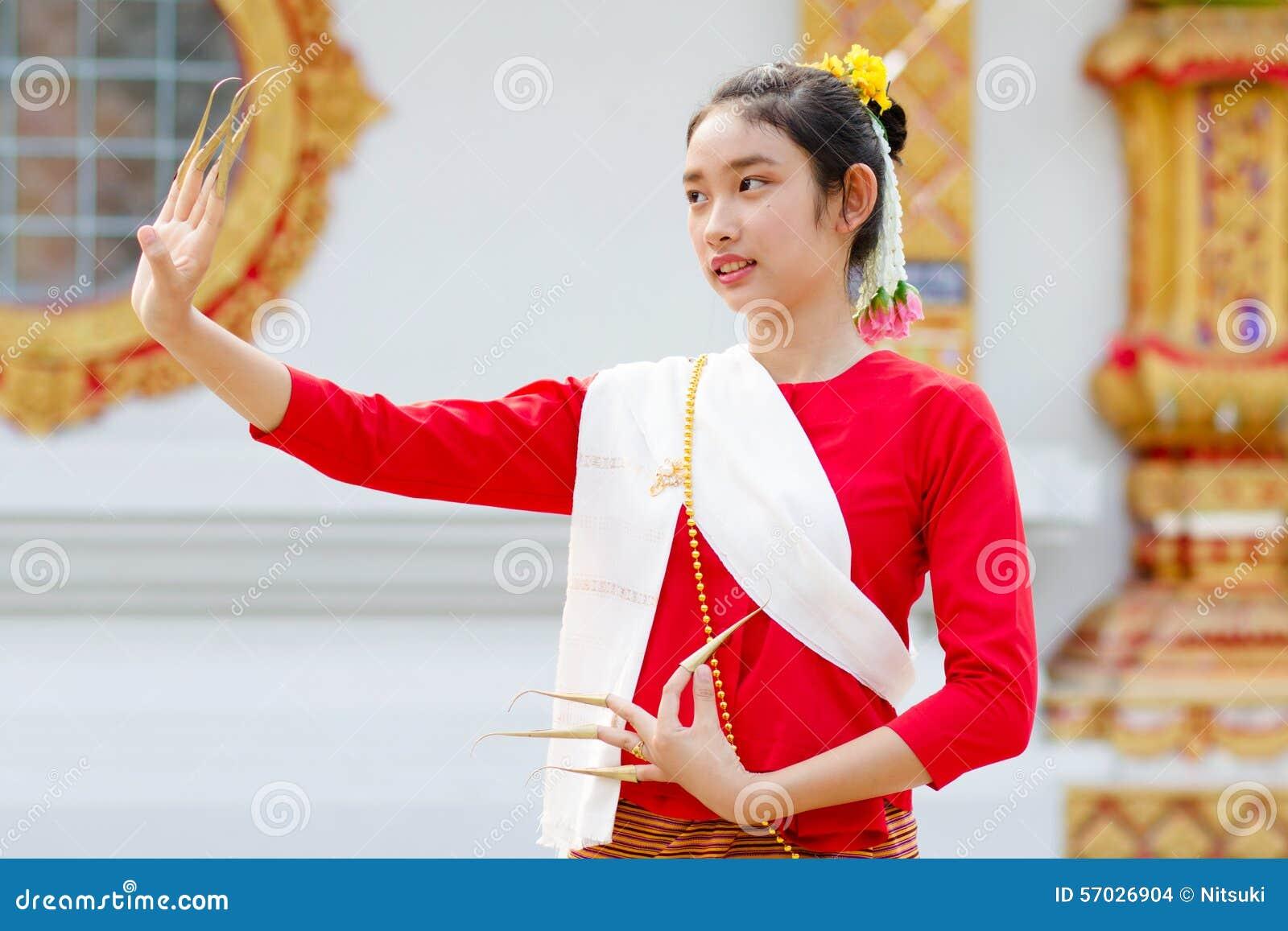 Тайский танец девушки