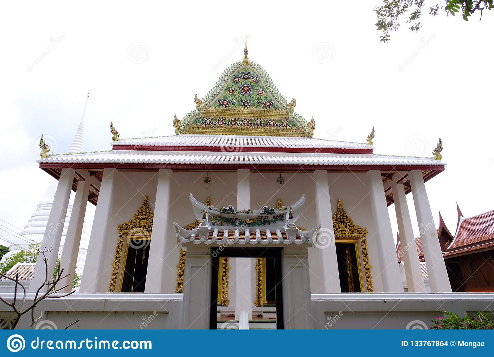 Тайское королевское святилище Hall от Wat Chaloem Phra Kiat Worawihan