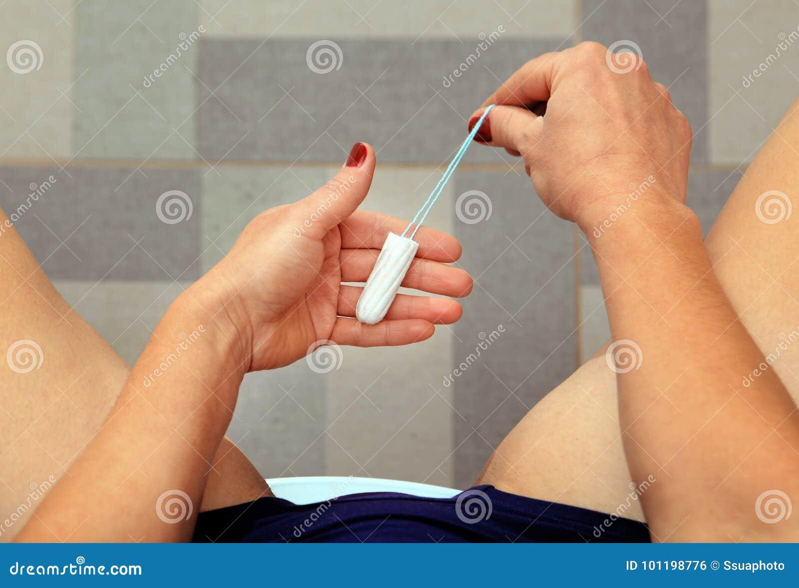 грин была фото женщина вставляет тампон после