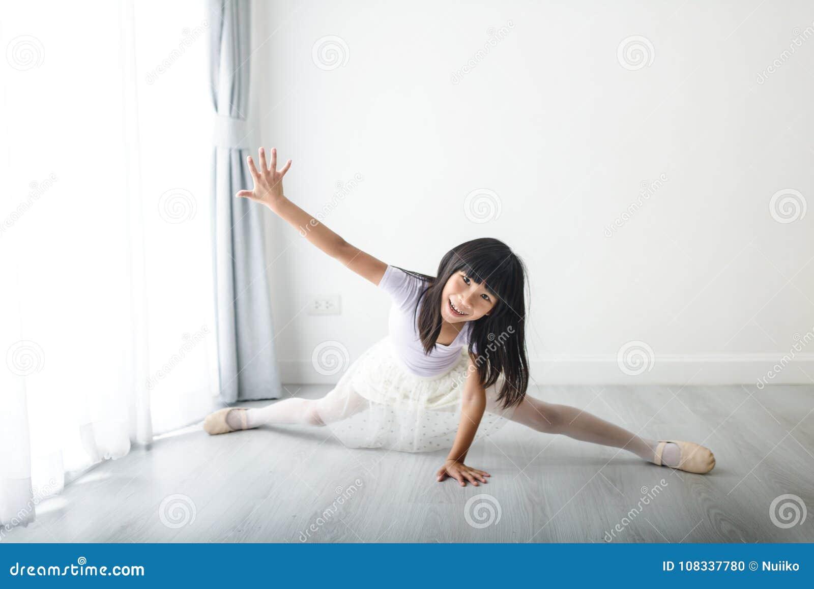 Танцы на дому для девушки