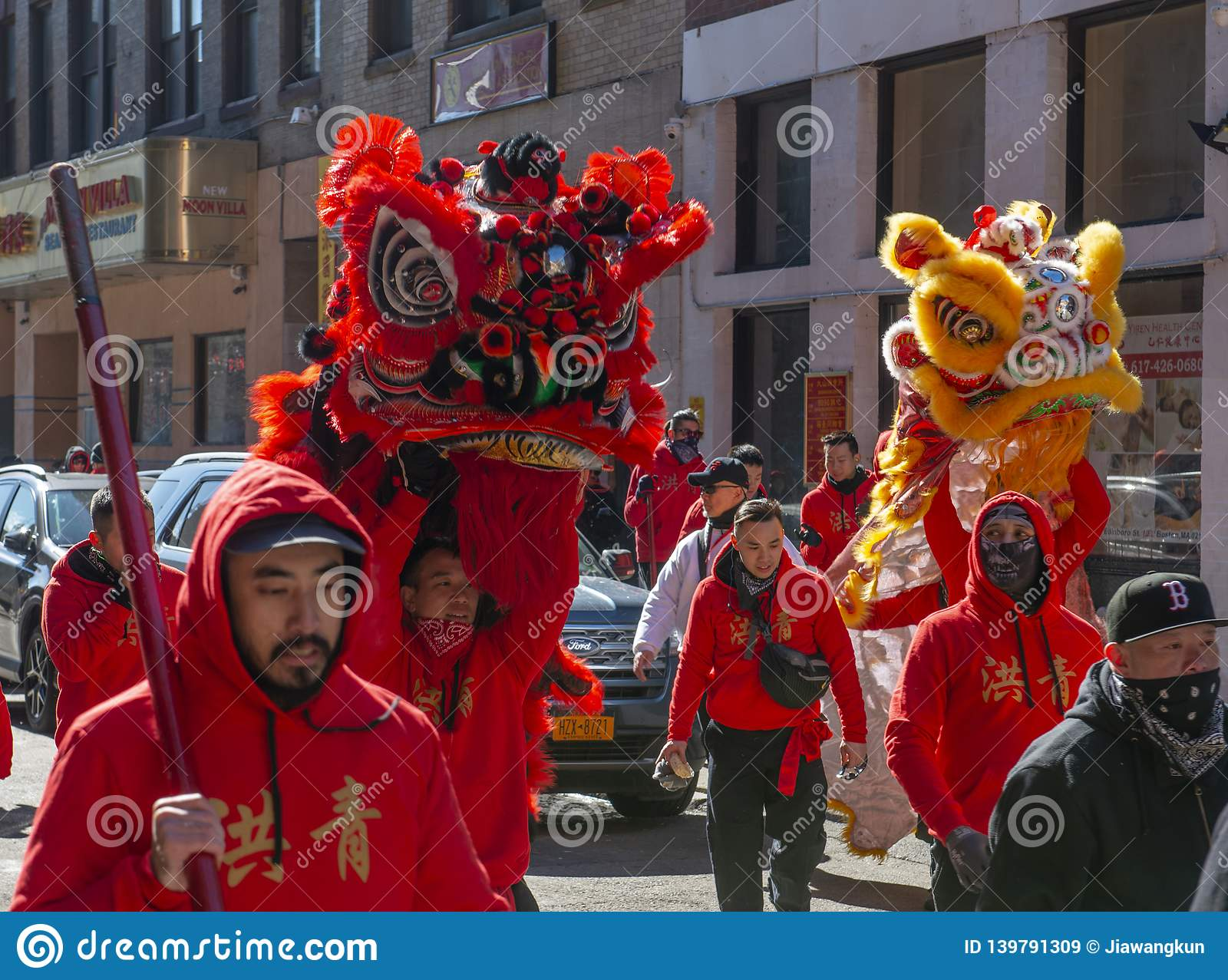 Танец льва в Чайна-тауне Бостон, Массачусетсе, США