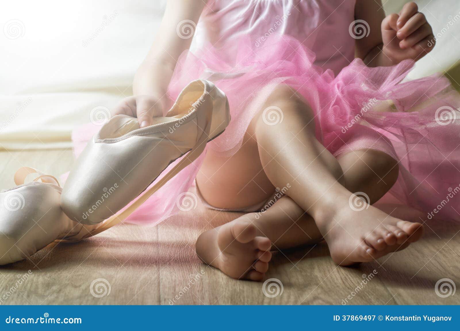 Фото маленька девочка и ее пися, Девочка созрела? Самые скандальные фотосессии юных 27 фотография