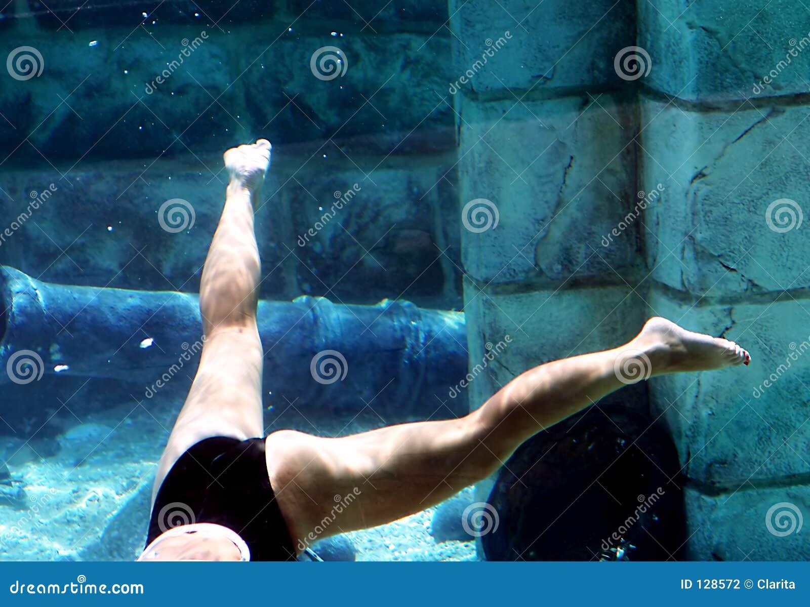 танцевать под водой