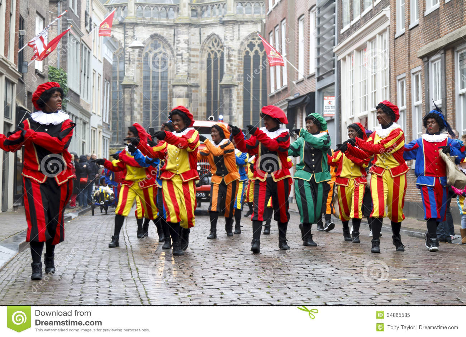 Танцоры одетые как Zwarte Piet