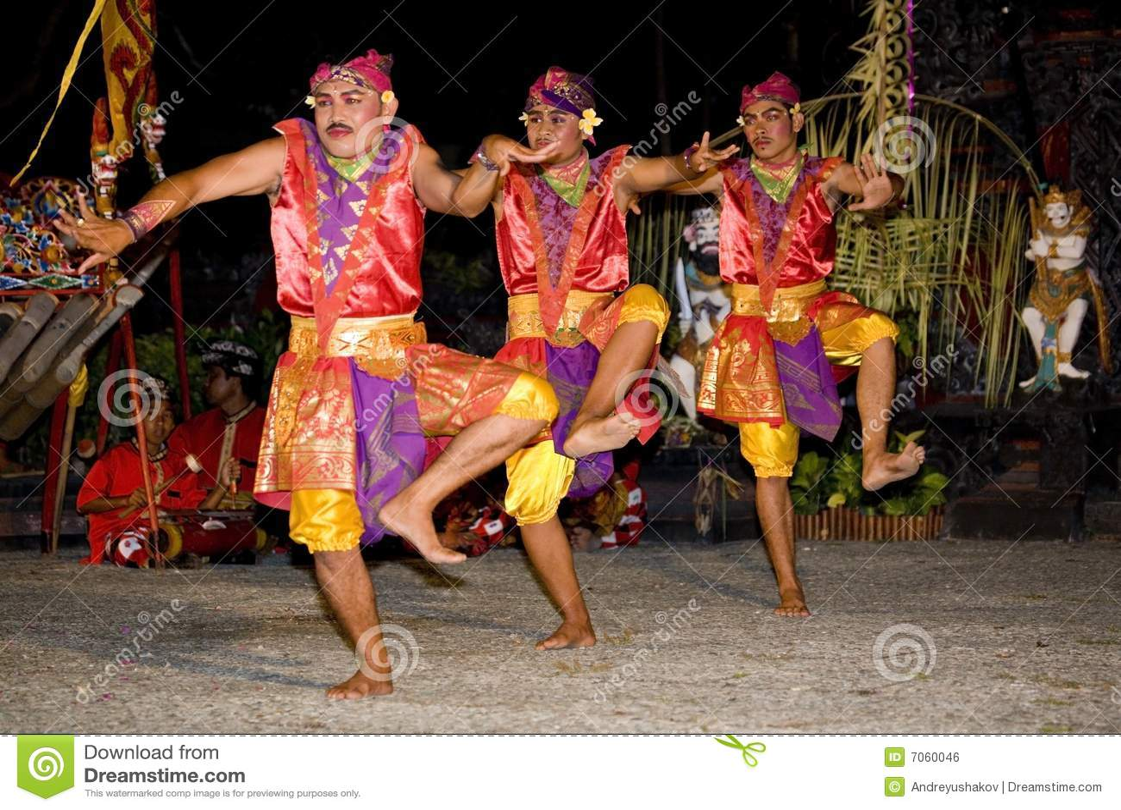 танцор balinese традиционный