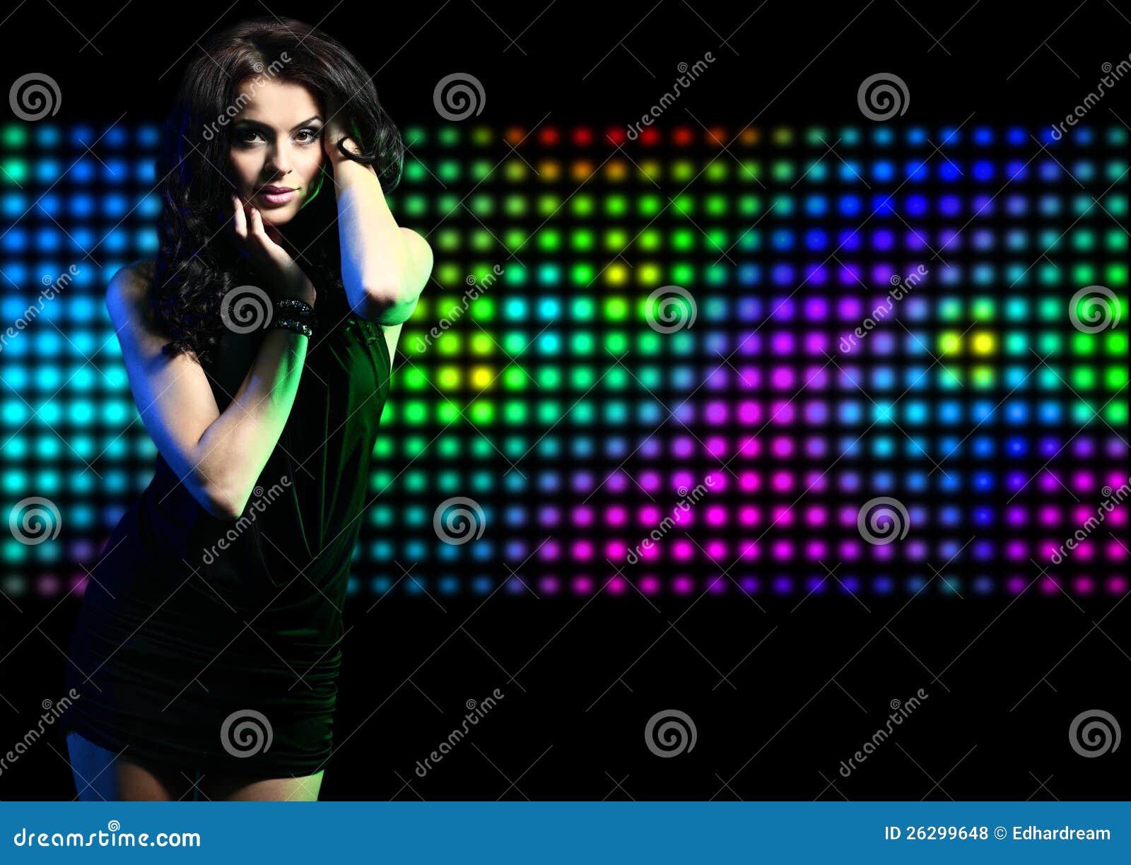 Танцы девушки моды выразительные на диско