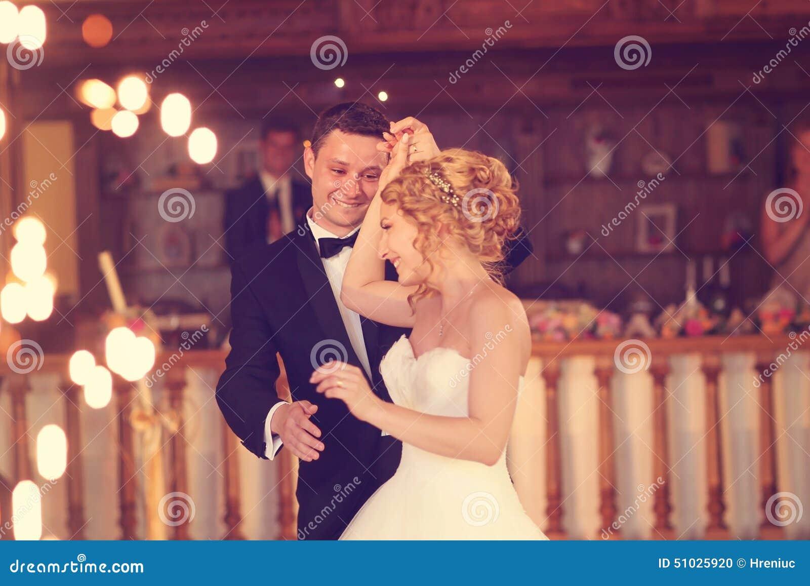 Танцы Groom и невесты