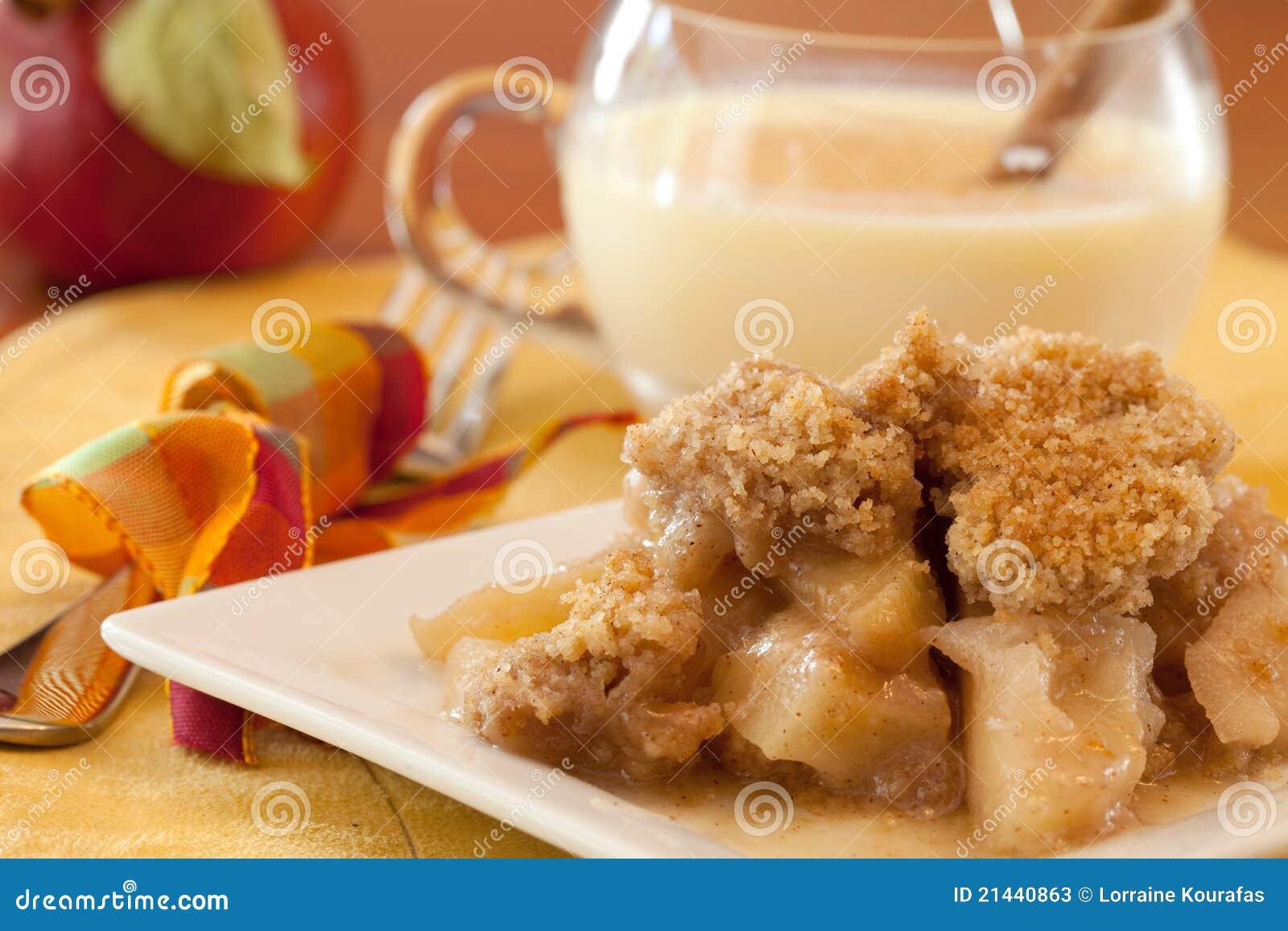 тарелка хрустящей корочки яблока