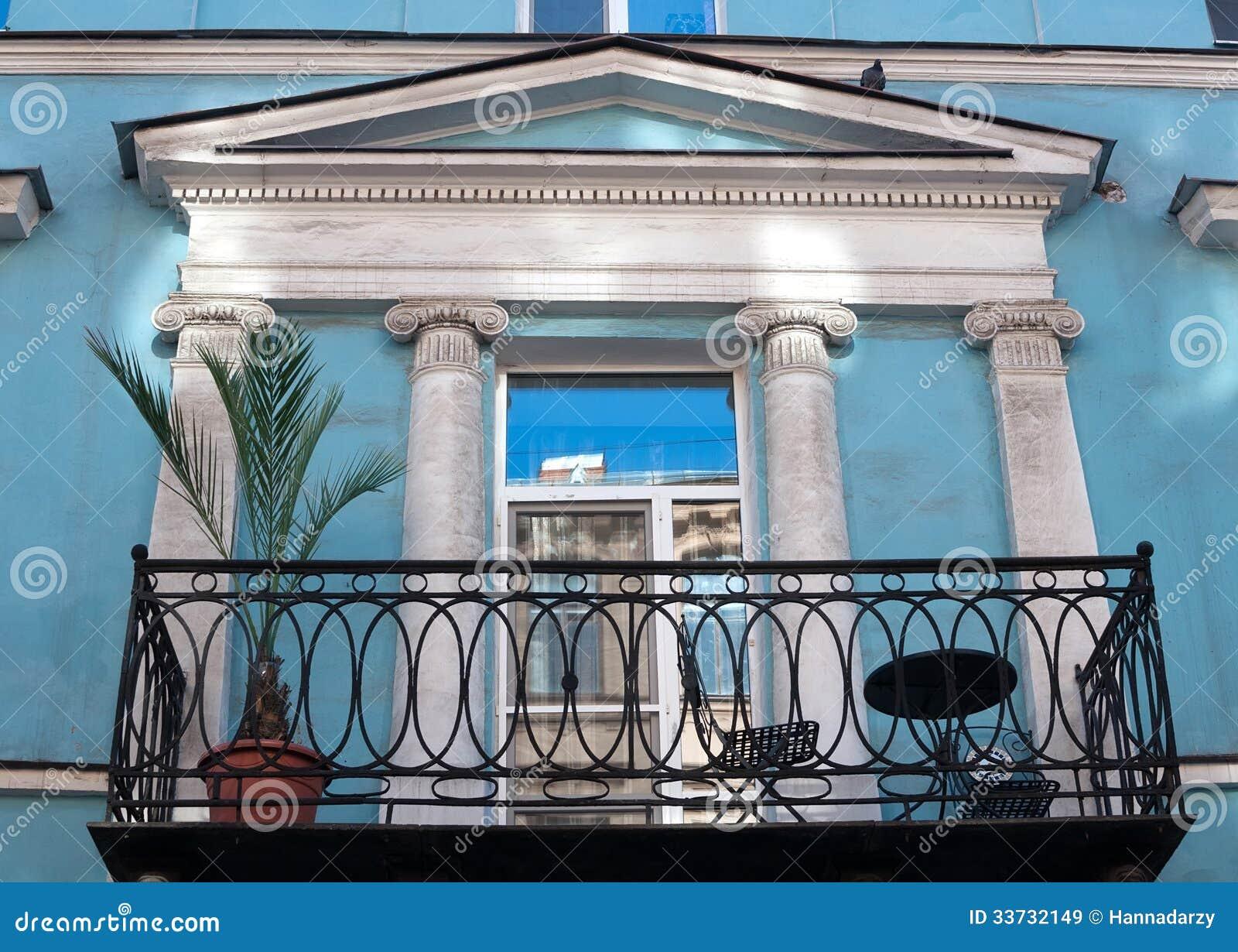 Таунхаус балкона с пальмой