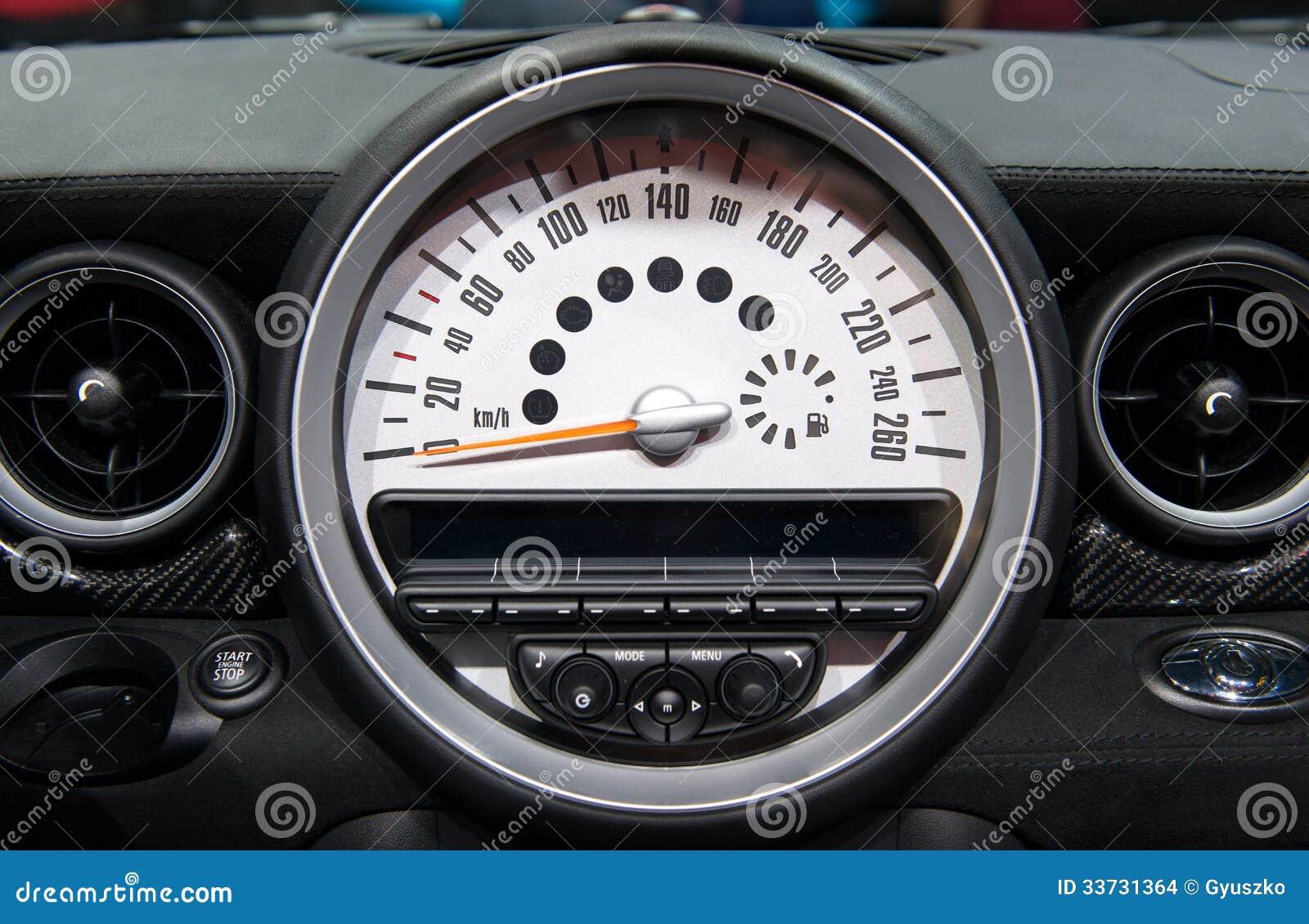 Тахометр автомобиля