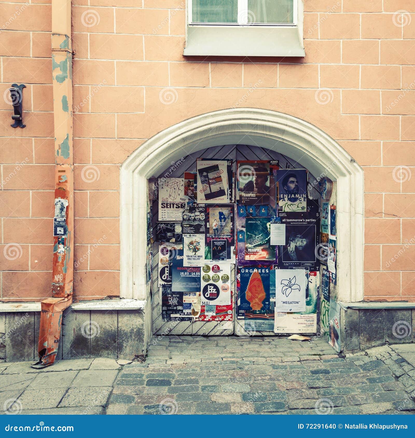 Download Таллин, Эстония - 29-ое мая 2016: Плакаты театра стены в Риге, Латвии Редакционное Изображение - изображение насчитывающей привлекательности, артикулированное: 72291640