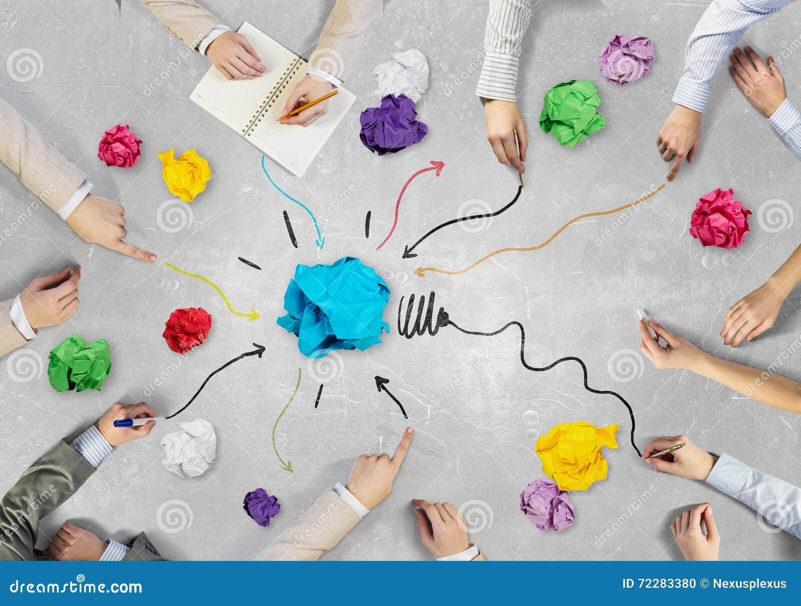 Download Творческая группа на работе Стоковое Фото - изображение насчитывающей водительство, рука: 72283380