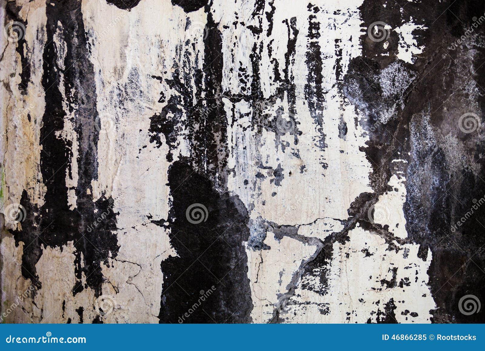 Текстура стены с треснутыми гипсолитом и побелкой