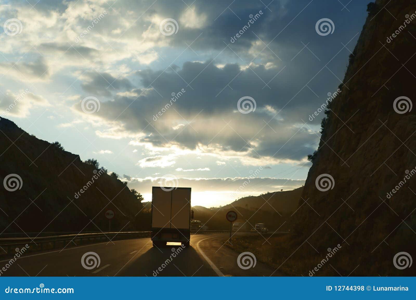 тележка дороги грузовика европы backlight золотистая