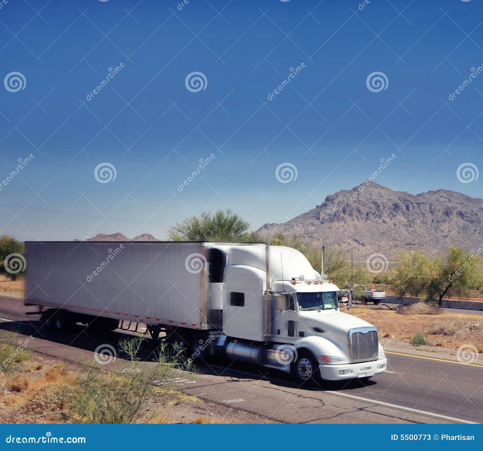 тележка товаров перевозки тяжелая большая быстро проходя