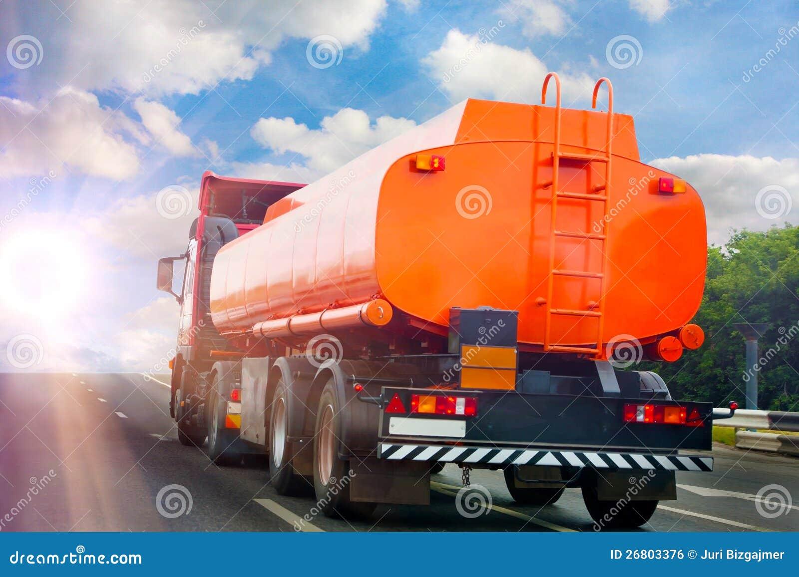 Тележка Gas-tank идет на хайвей
