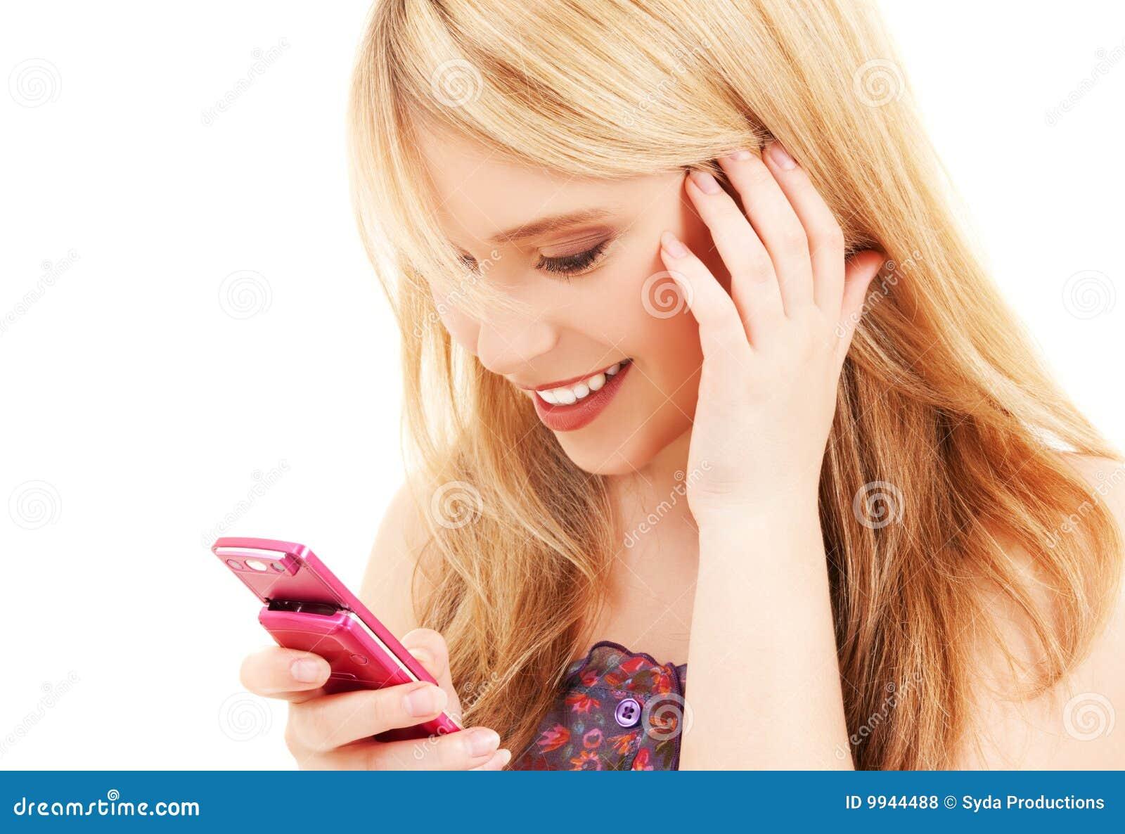 Девушка читающая смс фото