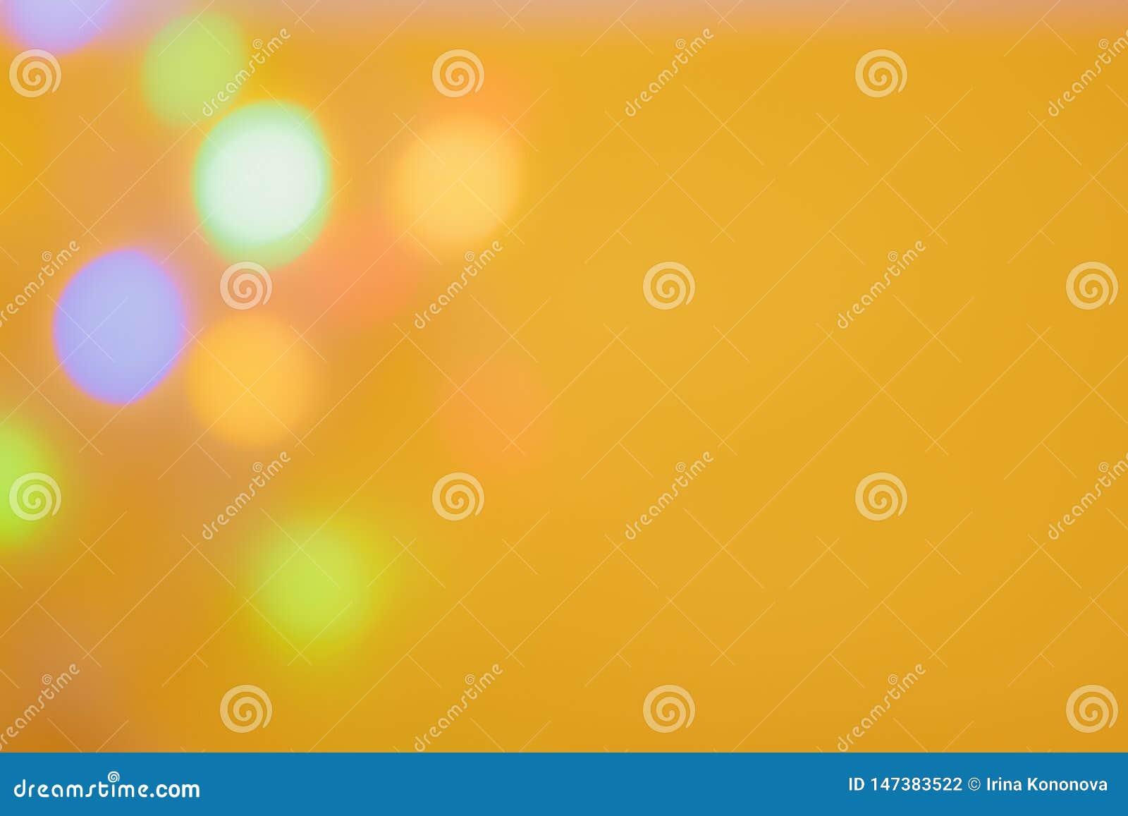 Темная запачканная предпосылка со светлыми monochrome большими светами на левой стороне