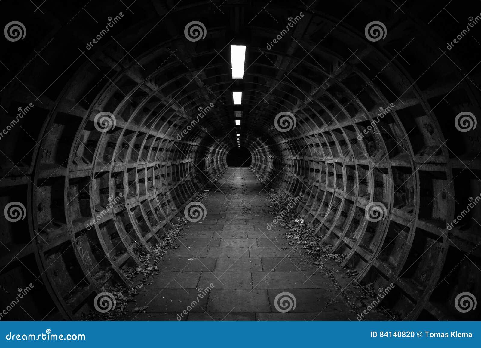 темный тоннель