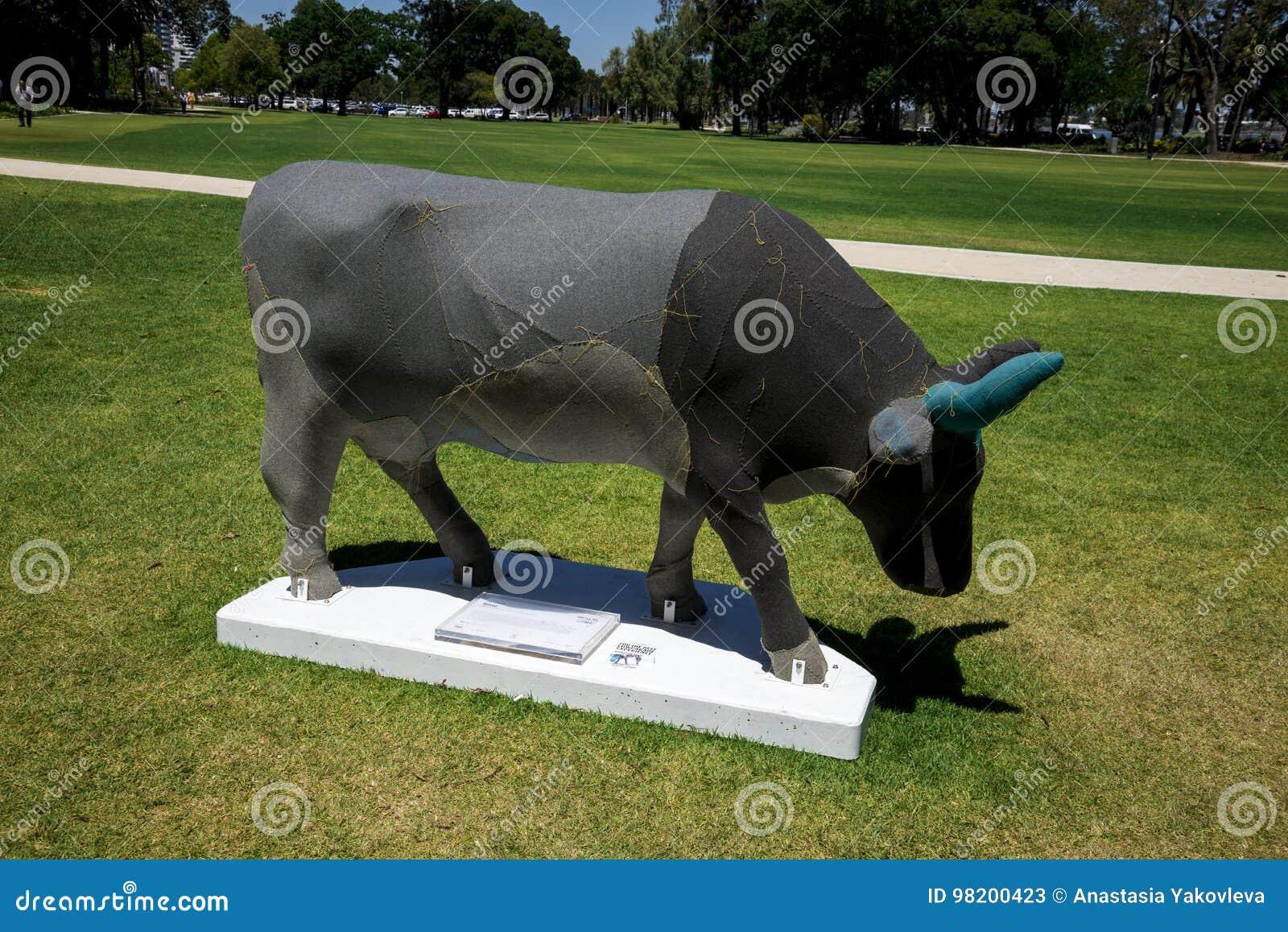 Download Тени серой коровы на садах Верховного Суда в городе Перта как равенство Редакционное Стоковое Фото - изображение насчитывающей australites, конструктор: 98200423