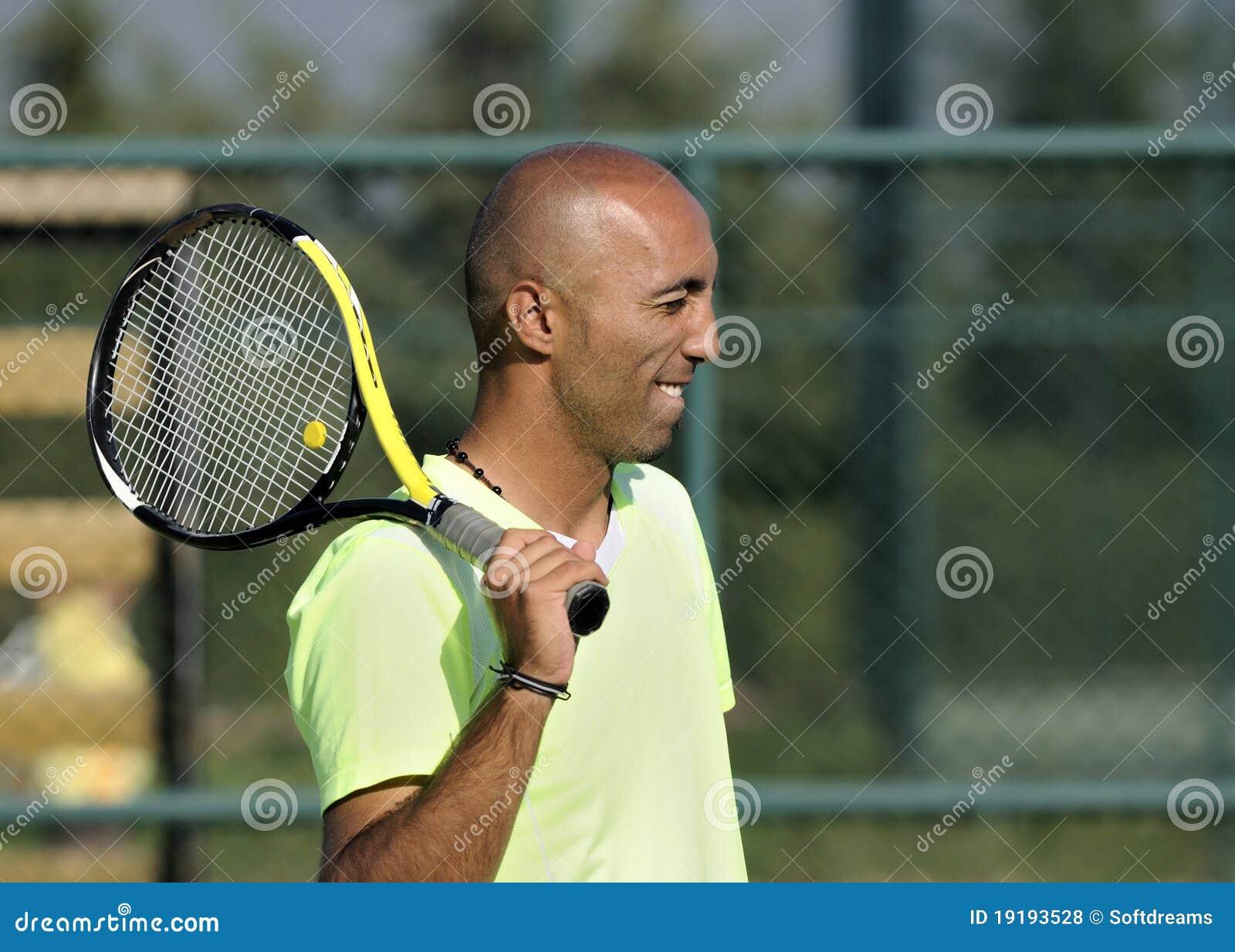 теннис ракетки портрета человека