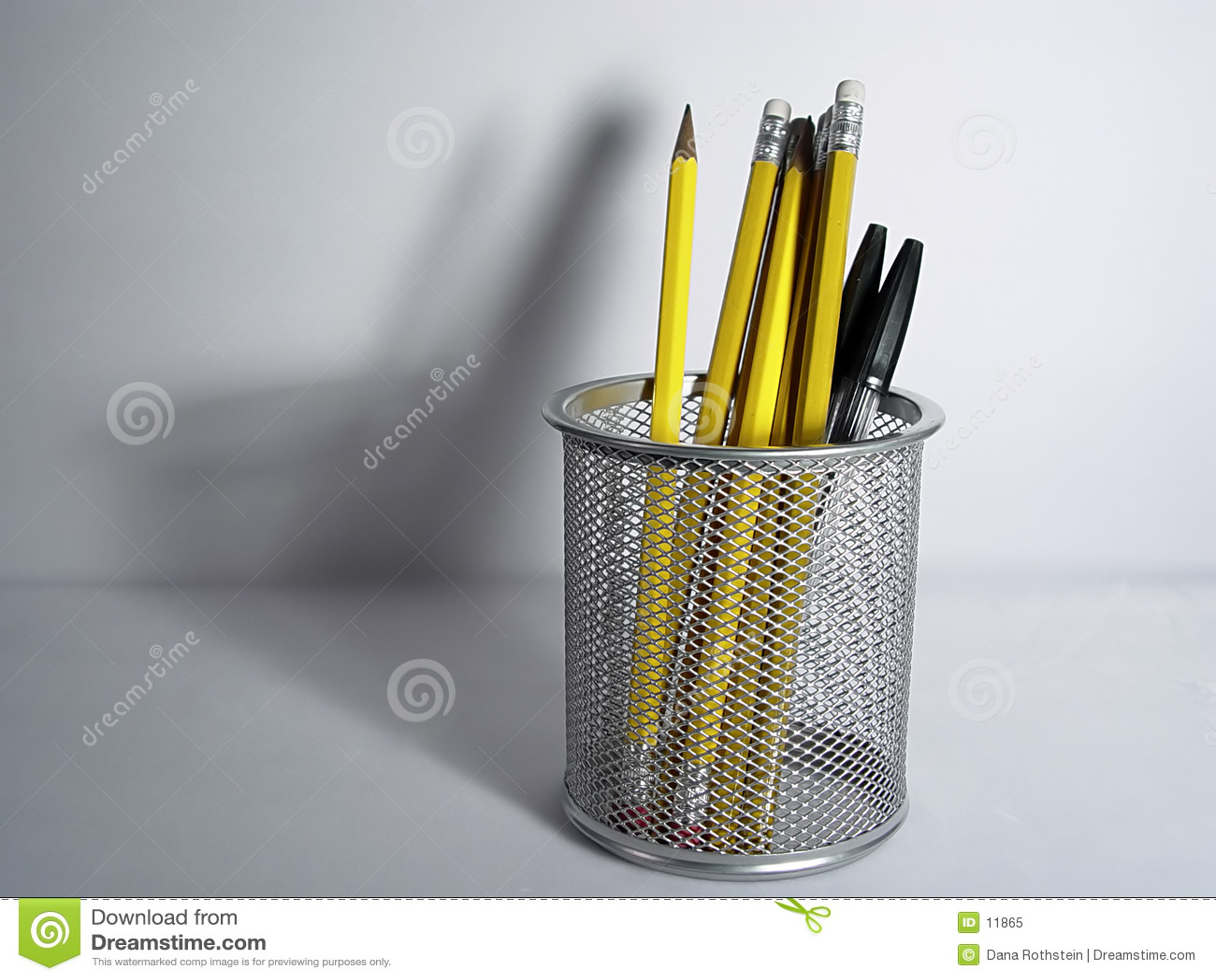 тень карандаша держателя