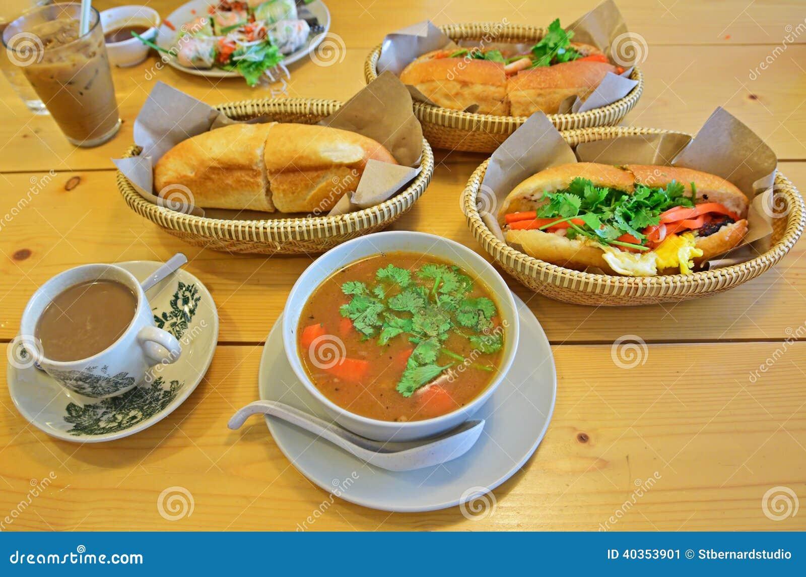 Типичное въетнамское пиршество