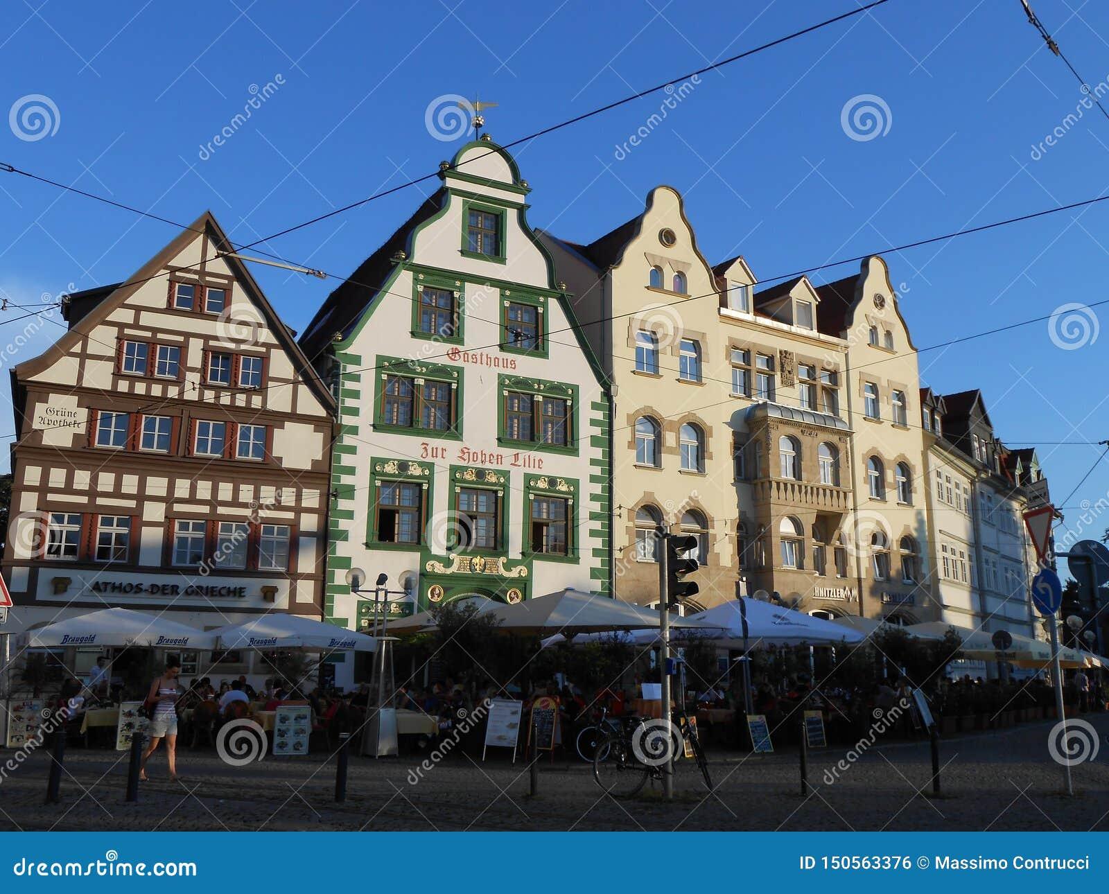 Типичные здания на квадрате в Эрфурте, Германии