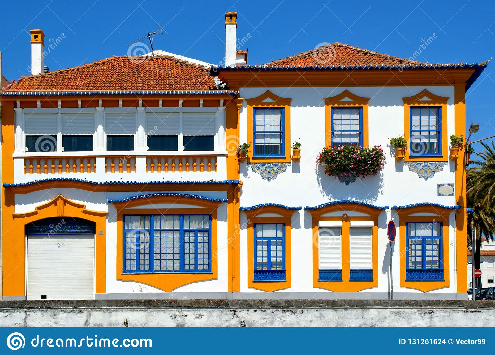 Дома в португалии фото дубай башня халифа цена билета