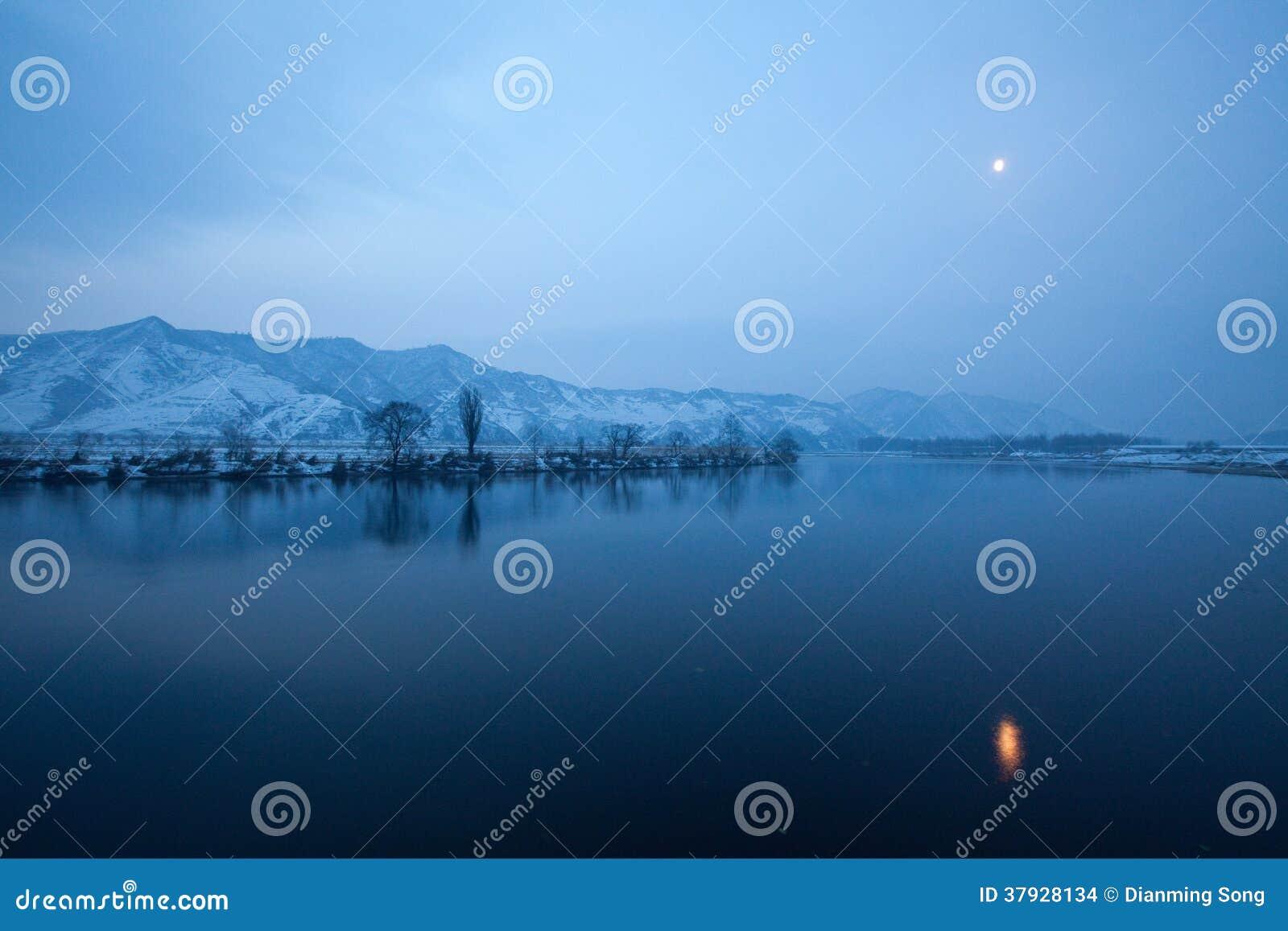 тихое река