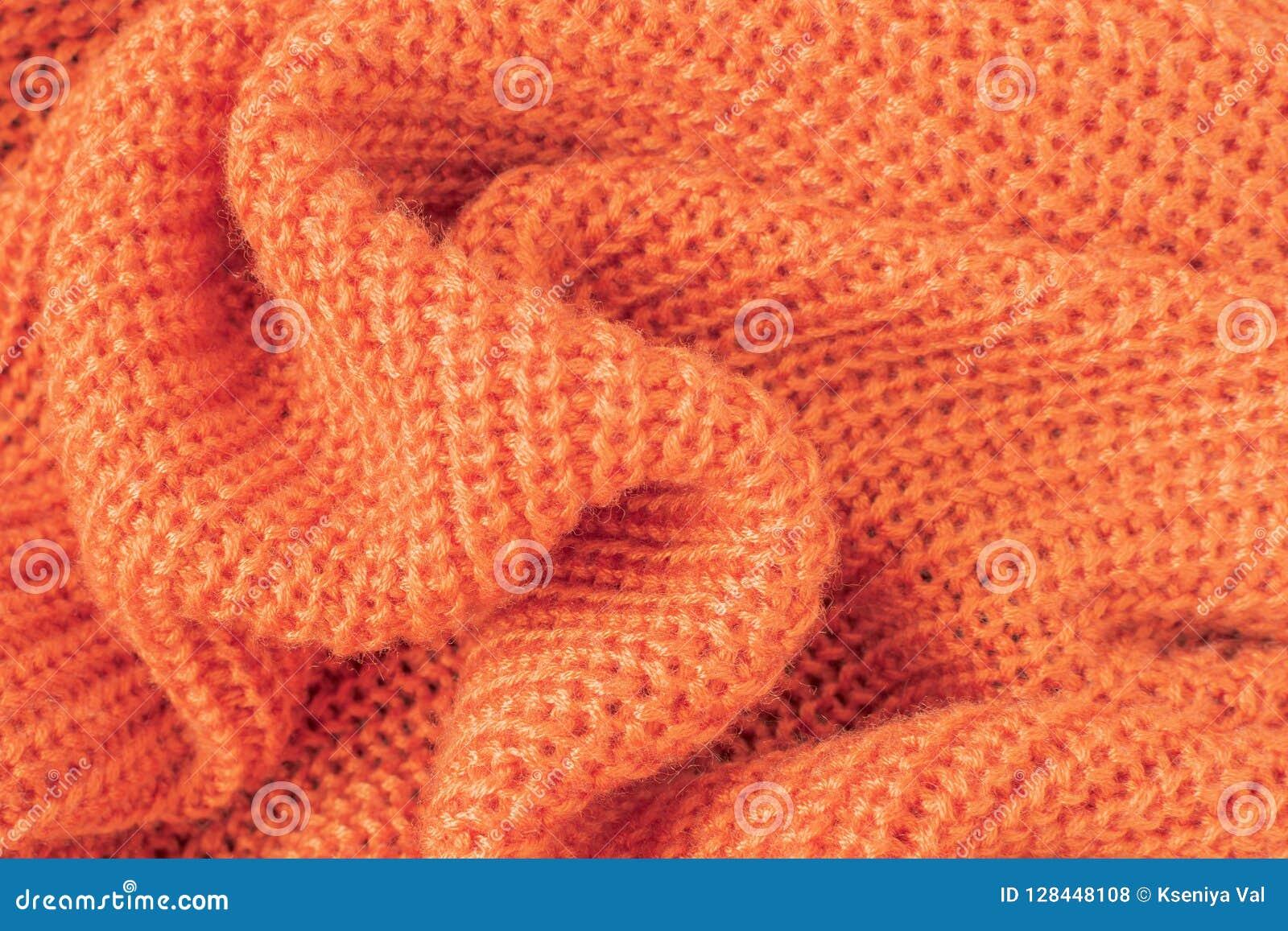 Ткань связанная нежностью от оранжевой пушистой пряжи
