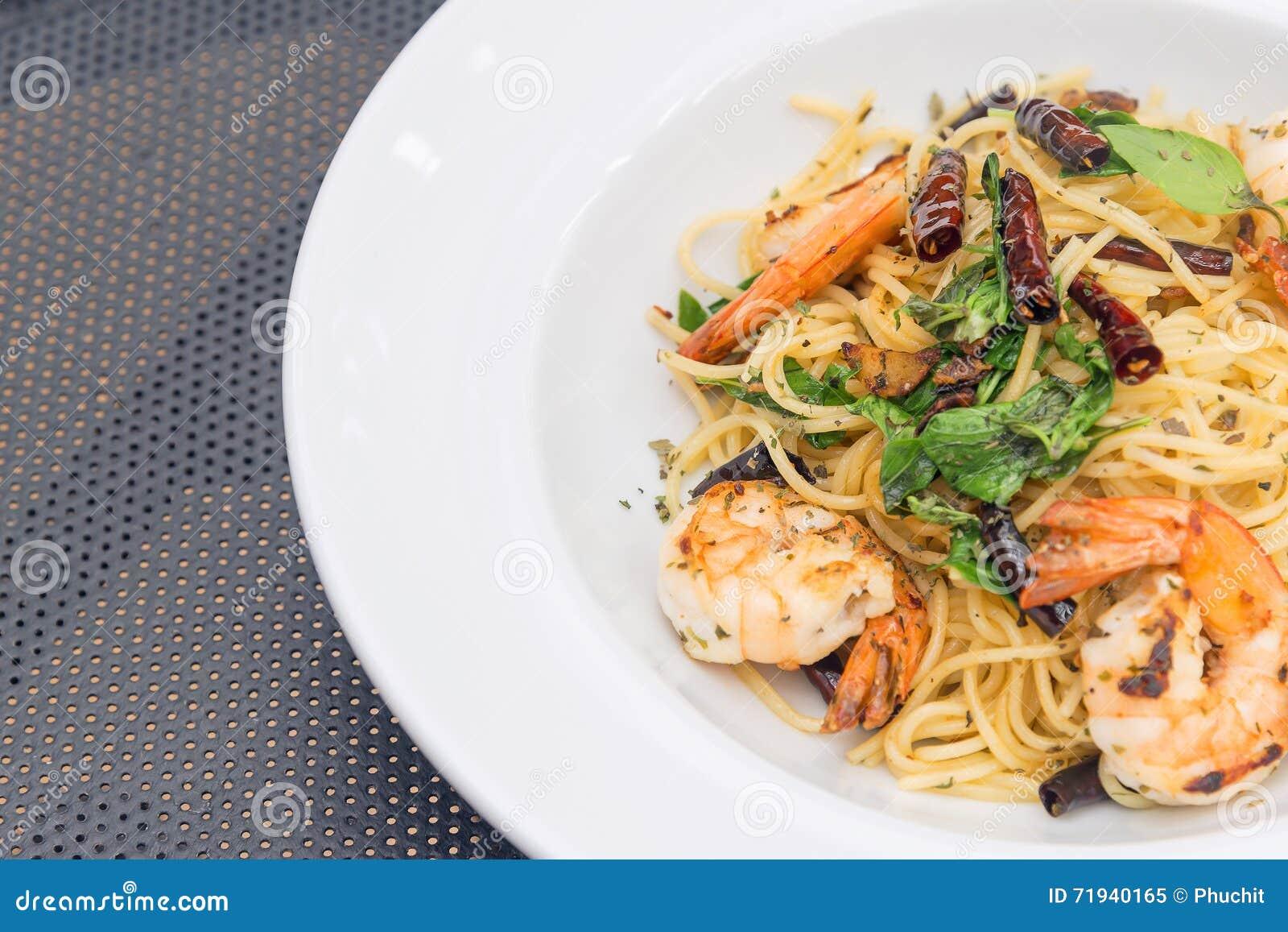 Томатный соус спагетти с креветкой