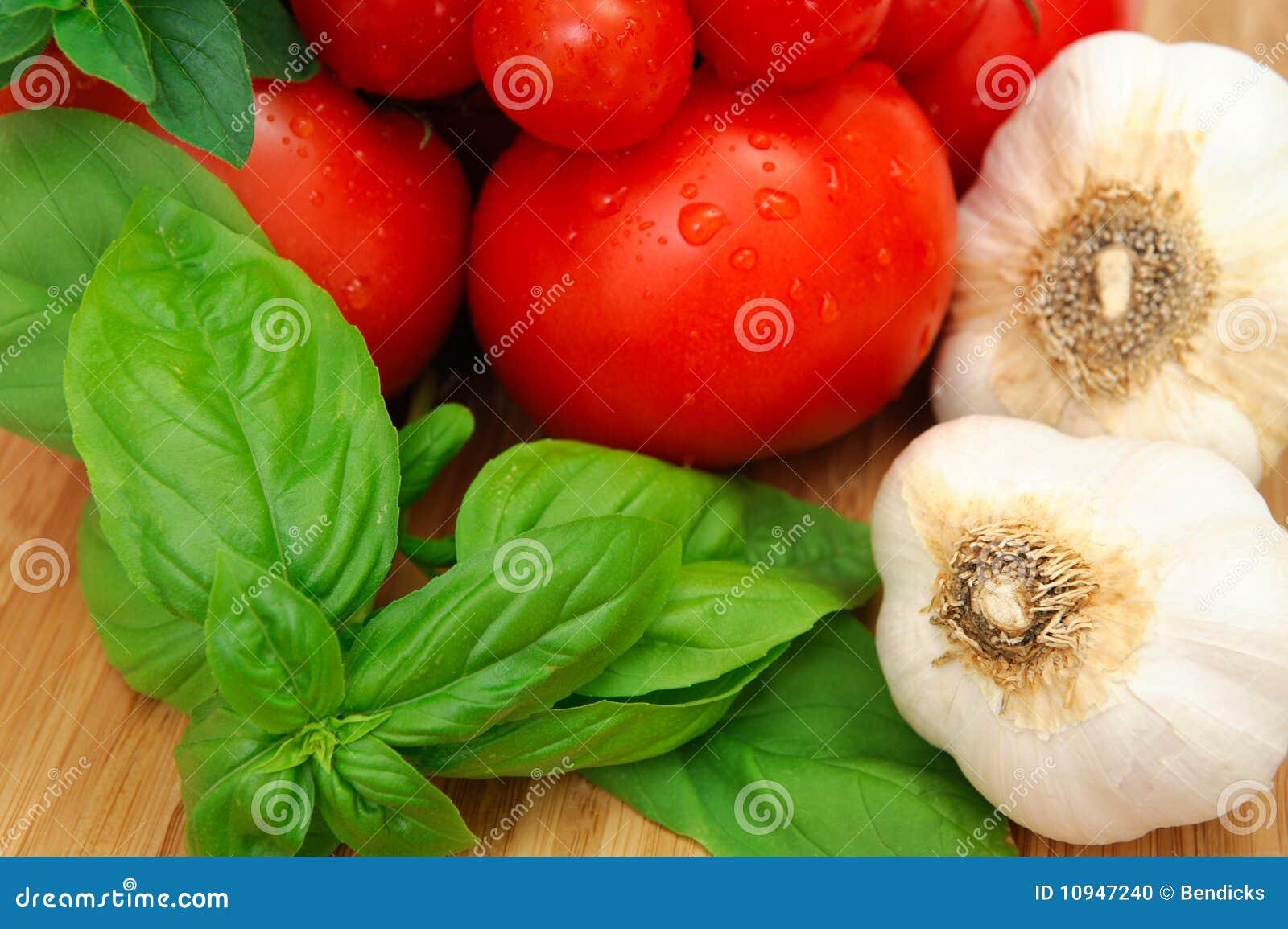 томаты базилика