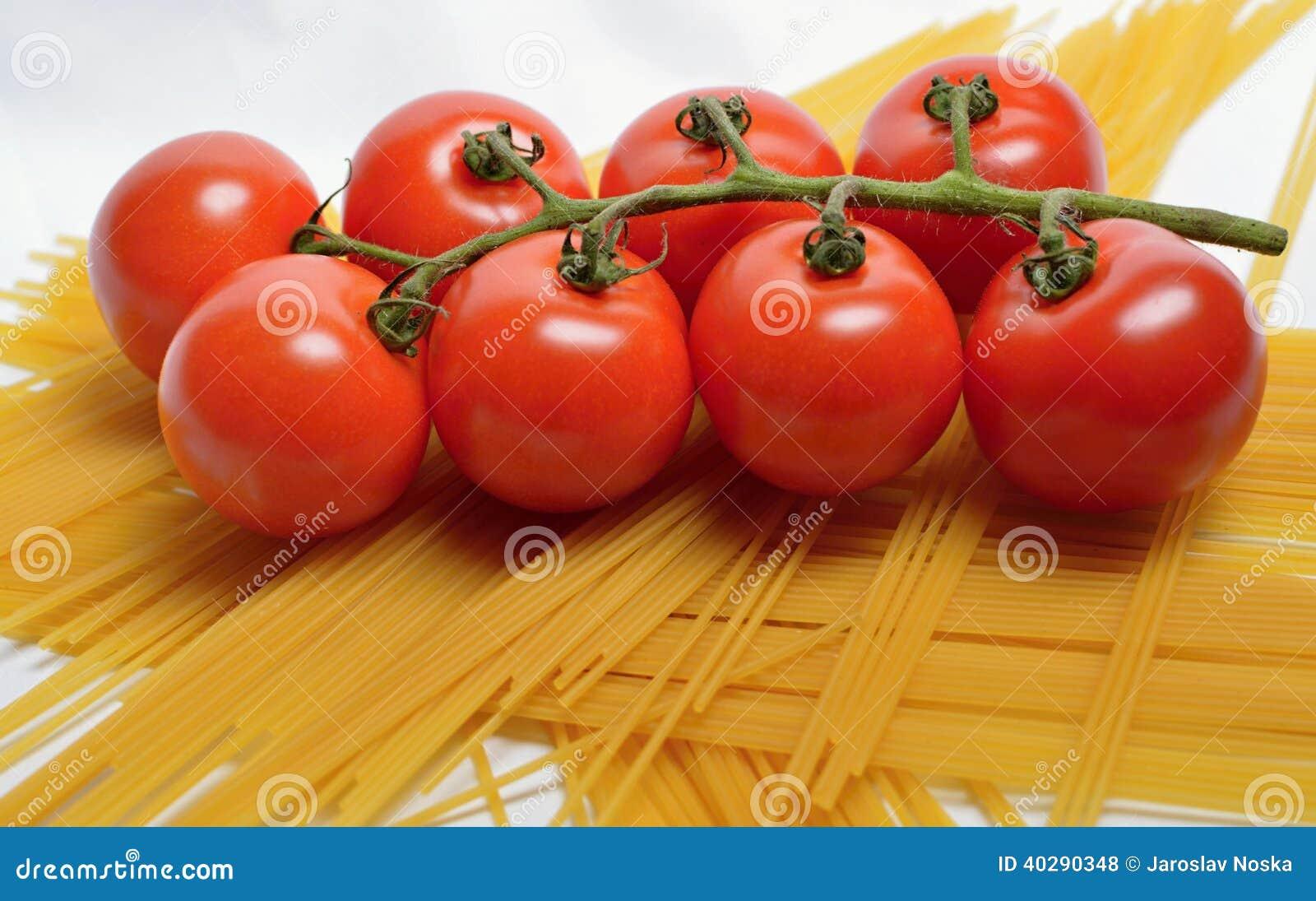 Томаты и спагетти