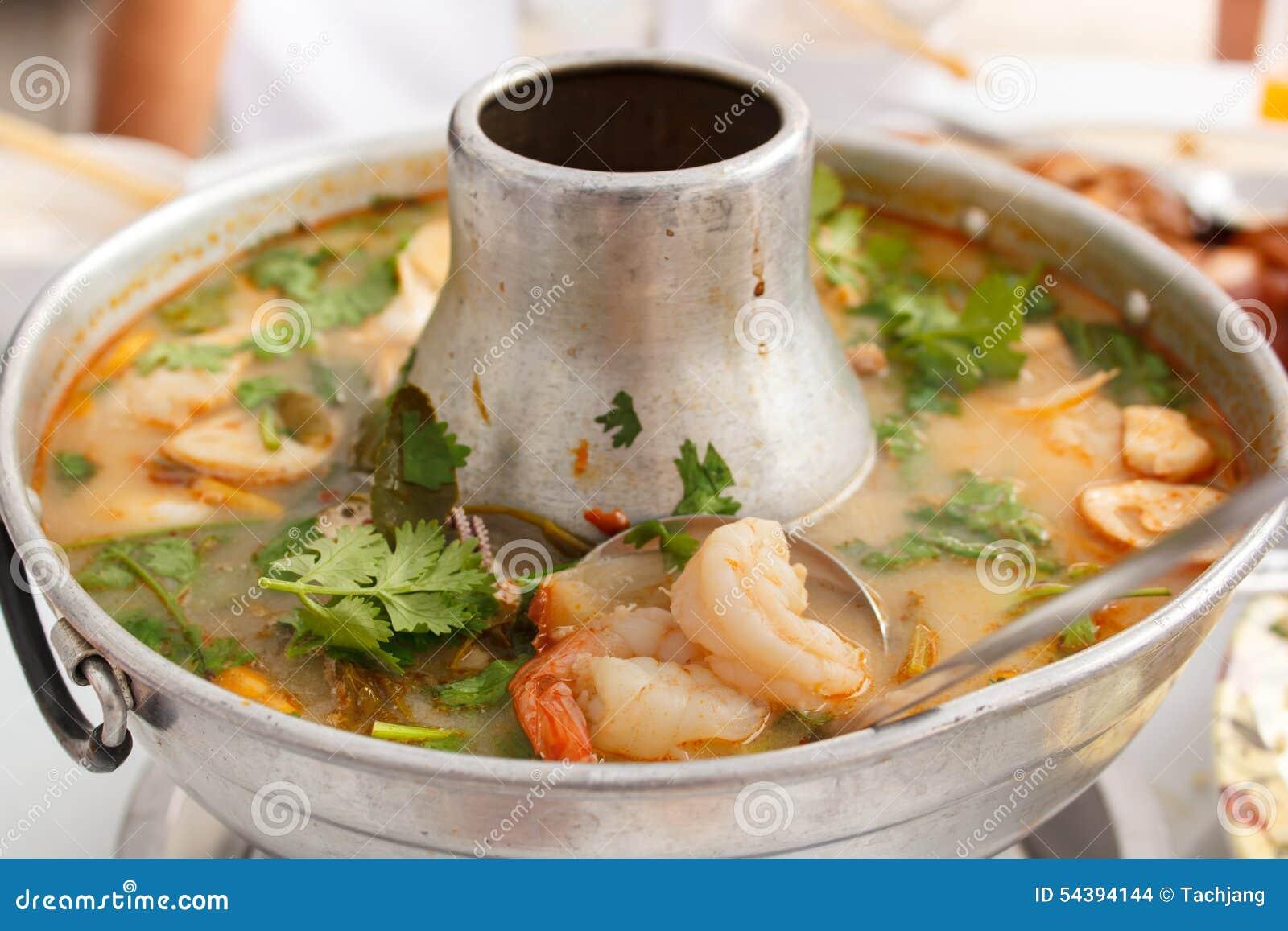 Том Yum Goong, пряный суп с креветкой в горячем баке
