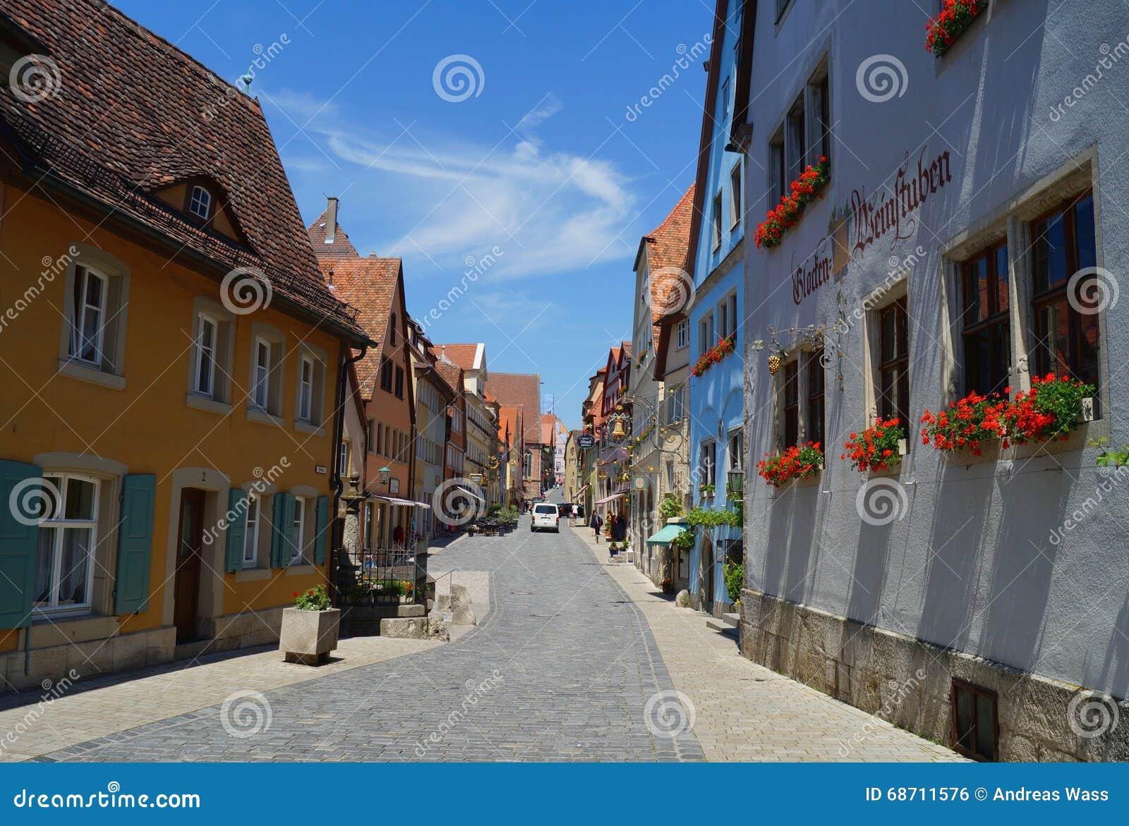 Торговая улица исторического города в der Tauber ob Ротенбурга