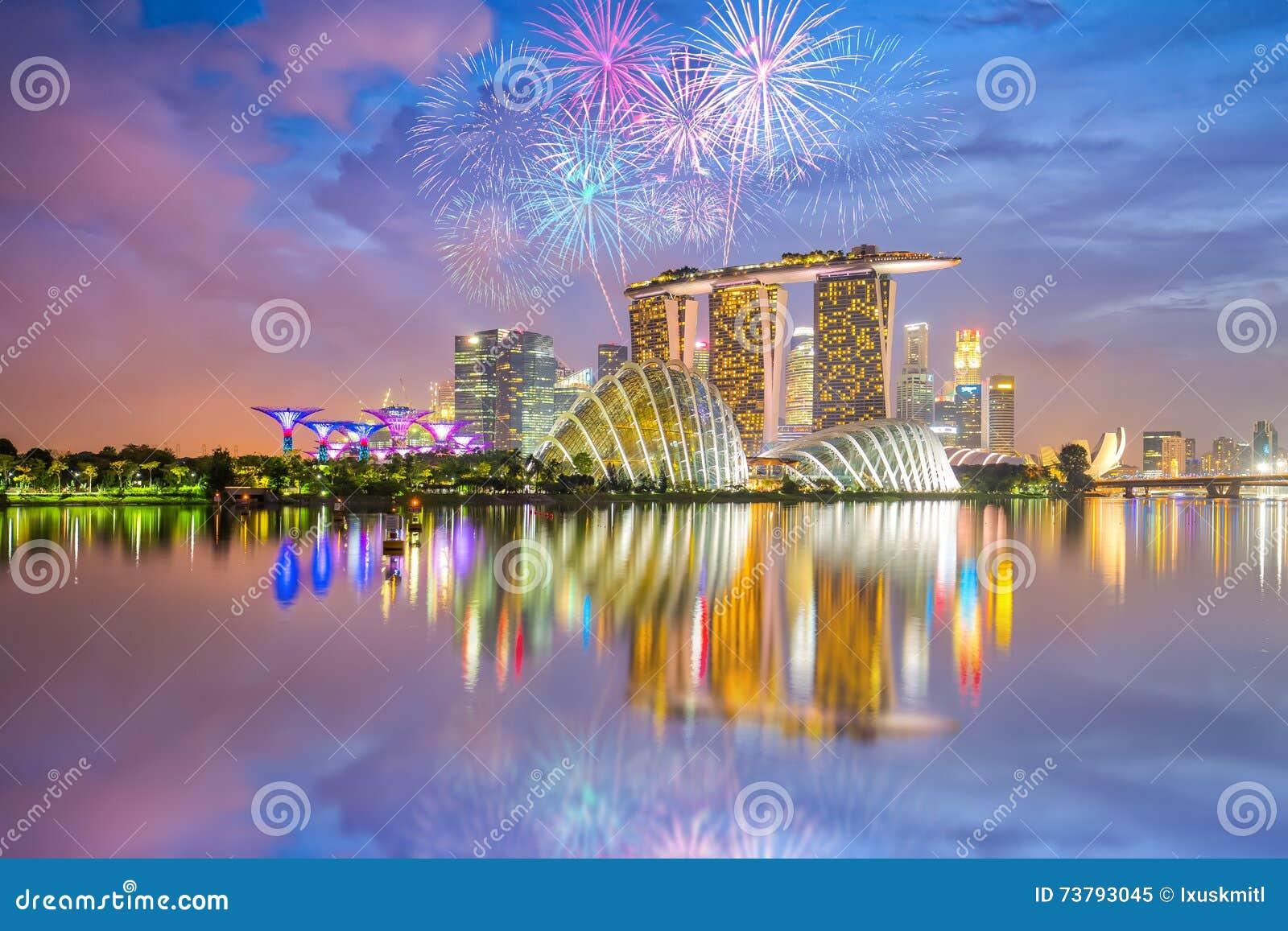 Торжество фейерверков национального праздника Сингапура