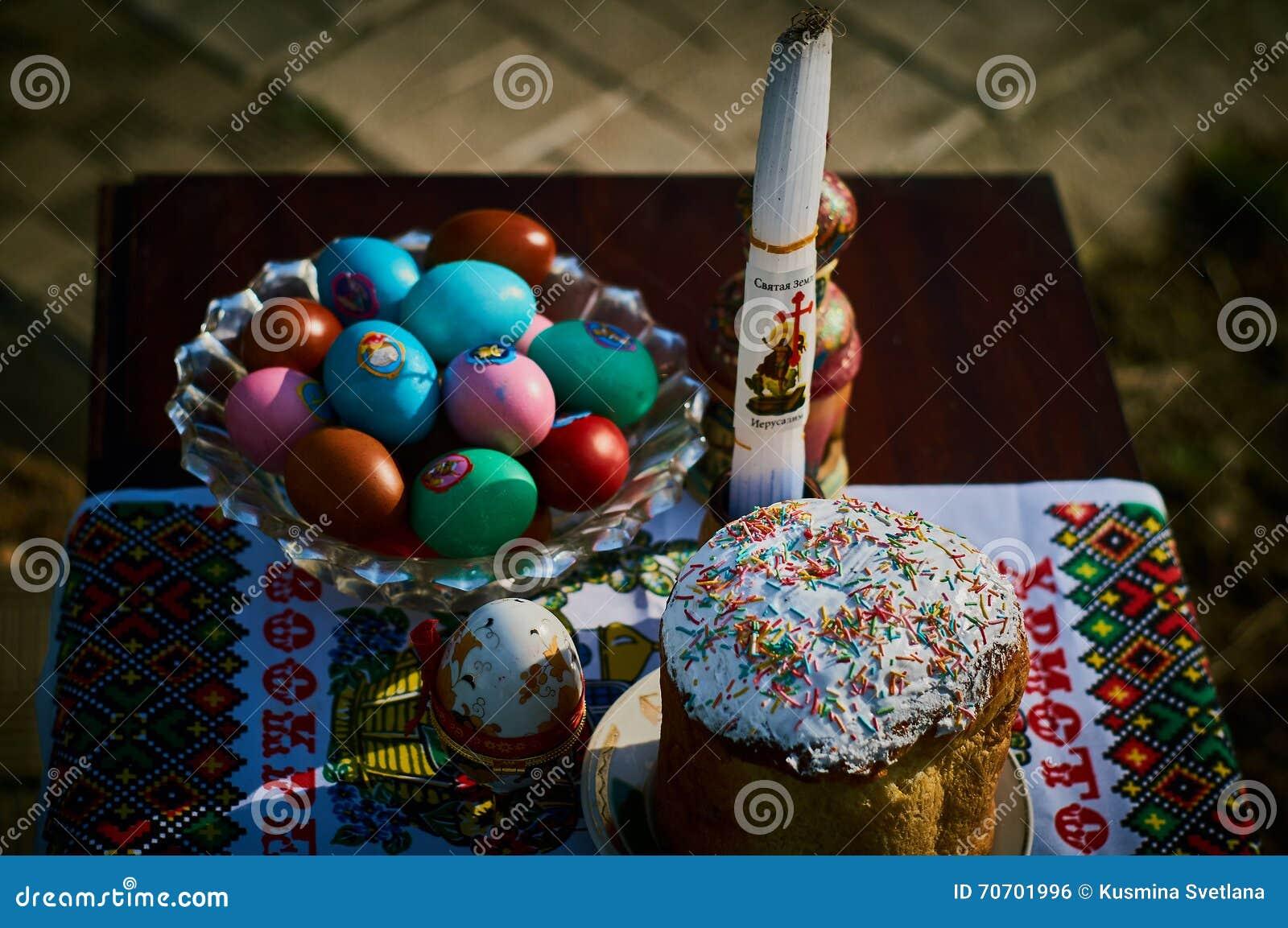 торты покрасили пасхальные яйца