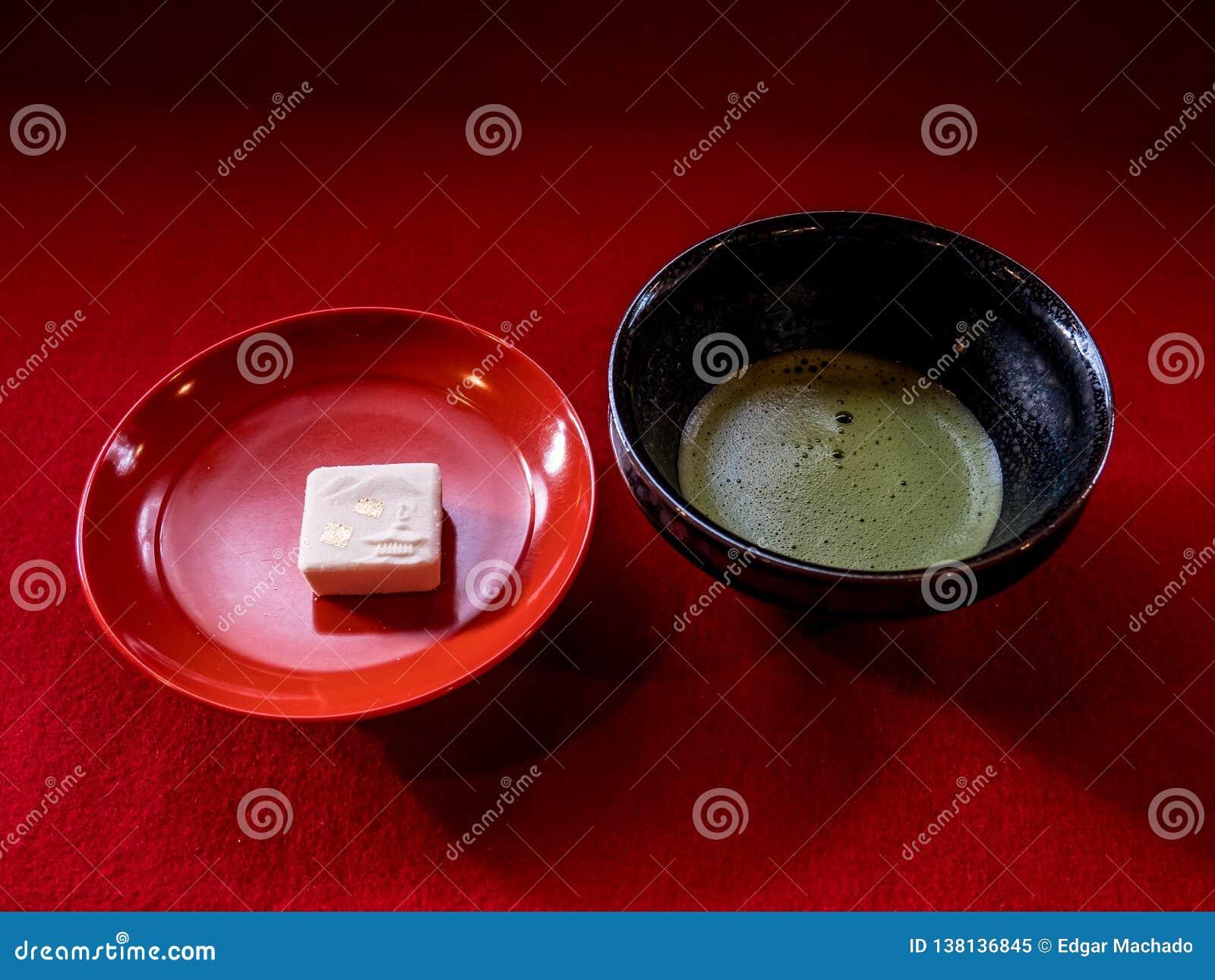 Торт виска зеленого чая и золота
