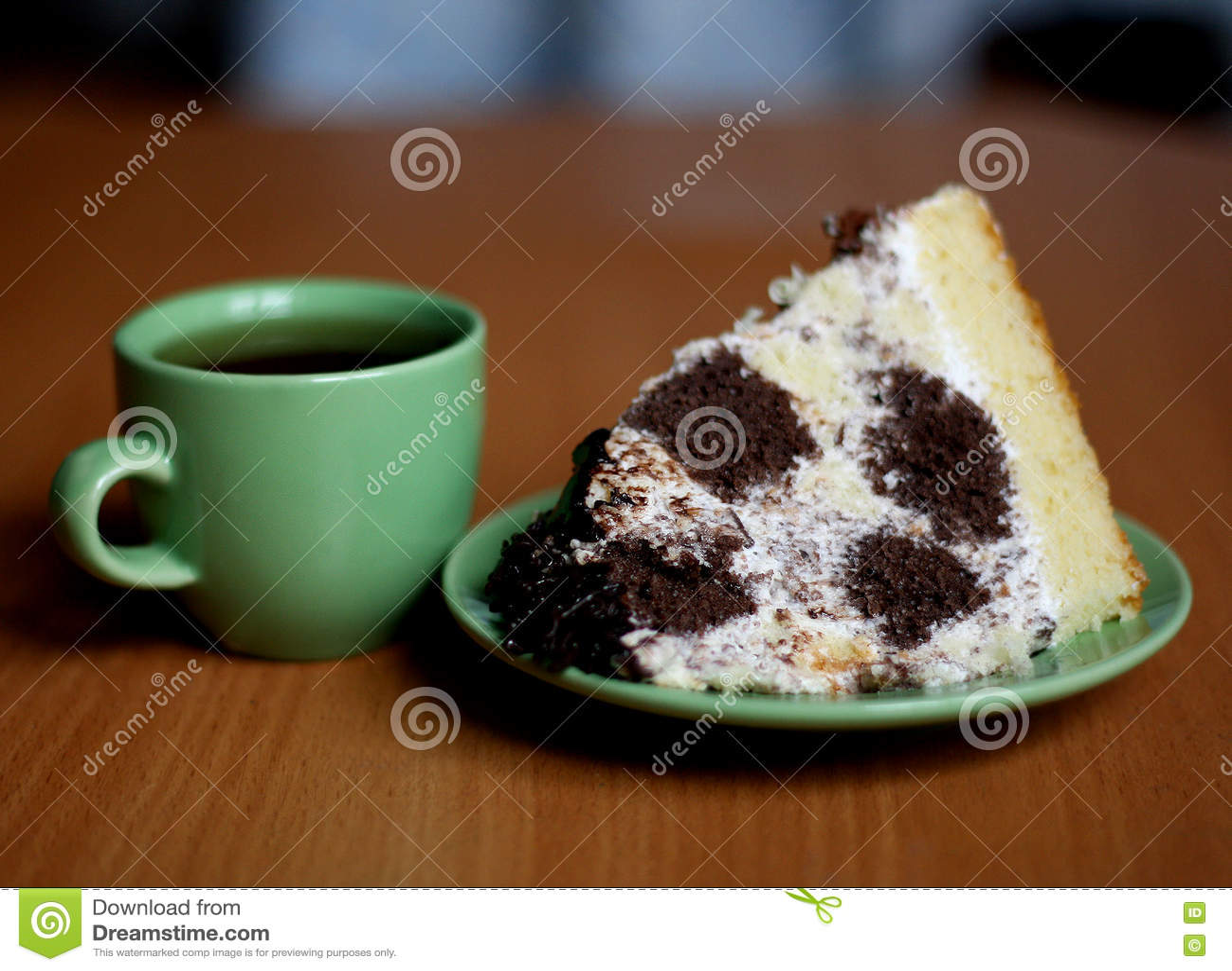 Торт и чашка чаю