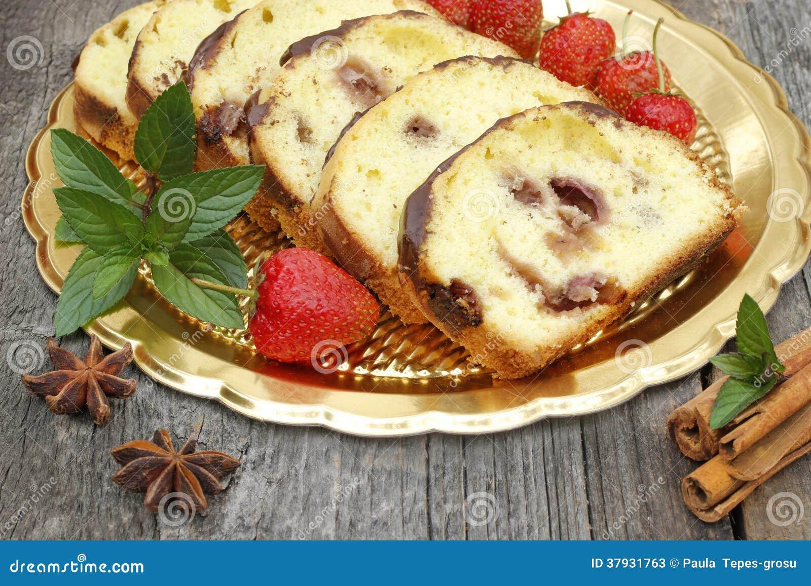 Торт с клубниками и ароматностью мяты