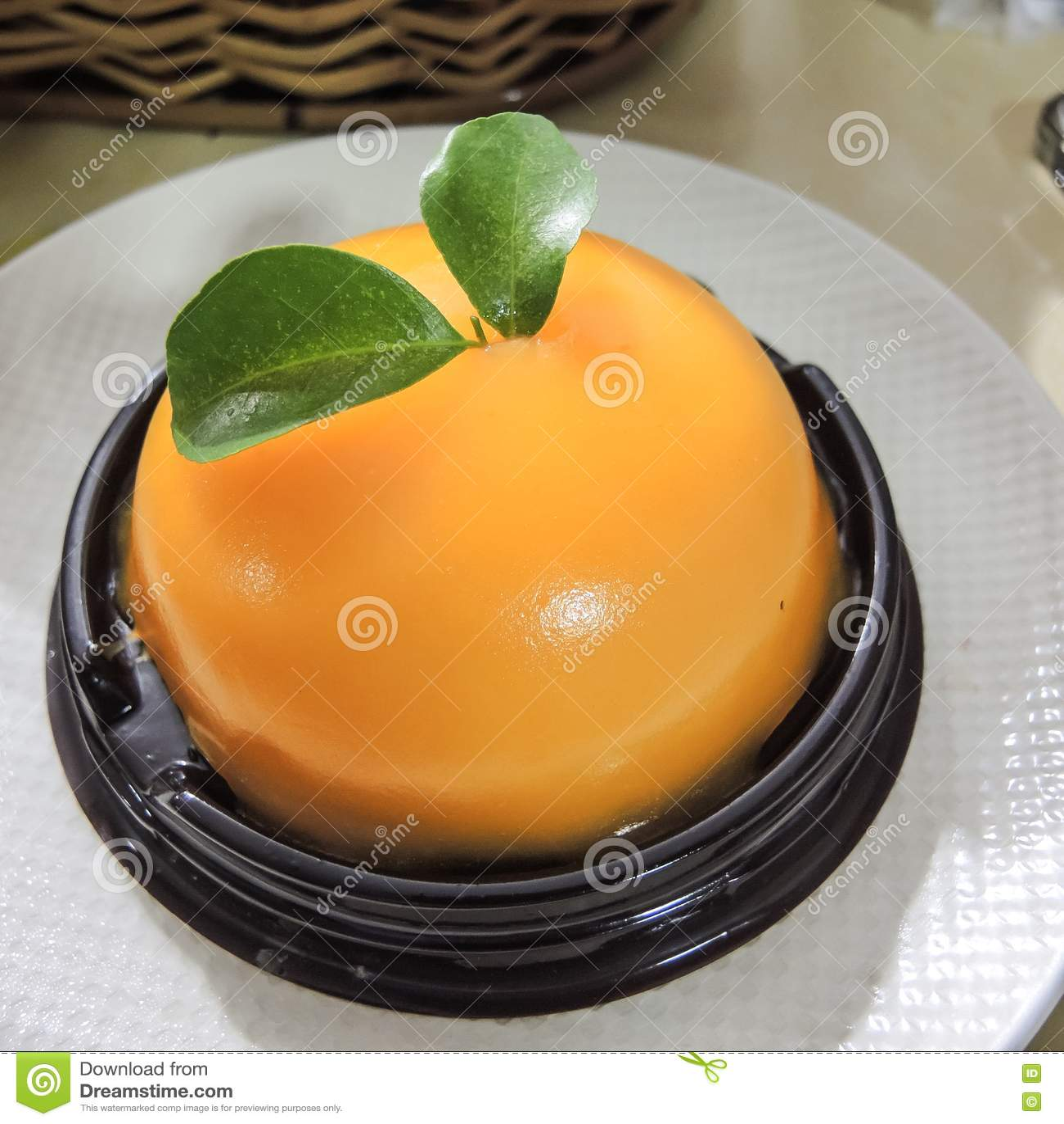 Download Торт с оранжевым муссом стоковое фото. изображение насчитывающей mousse - 72288694