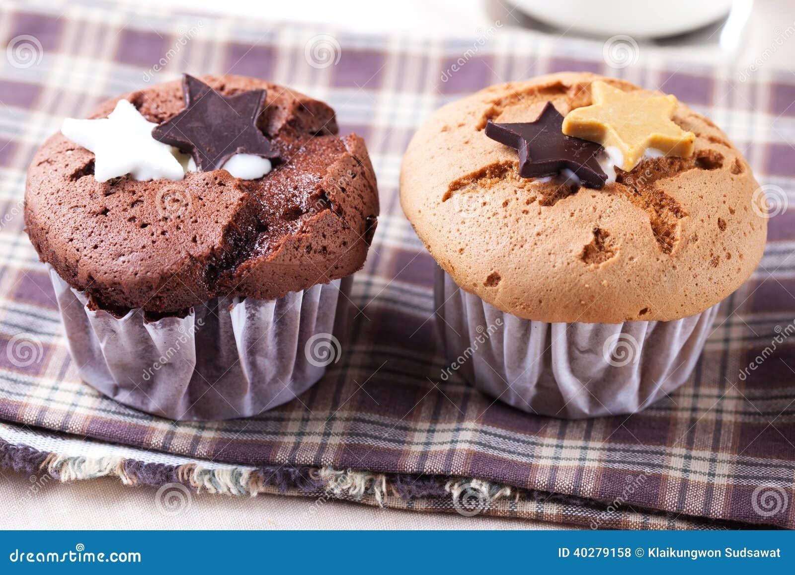 Торт чашки шоколада с звездой шоколада и чашка cholate испекут