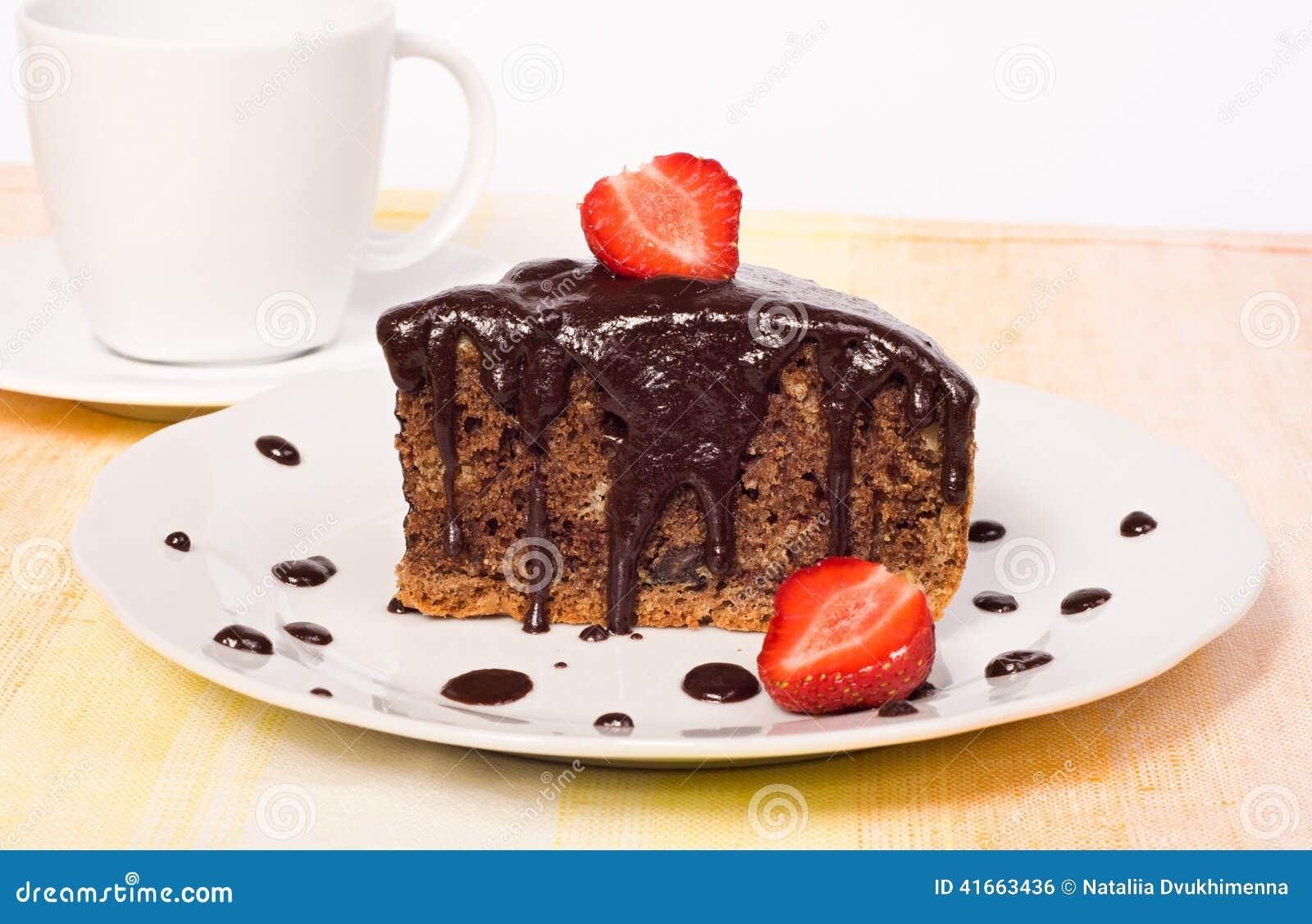 Торт шоколада с клубникой