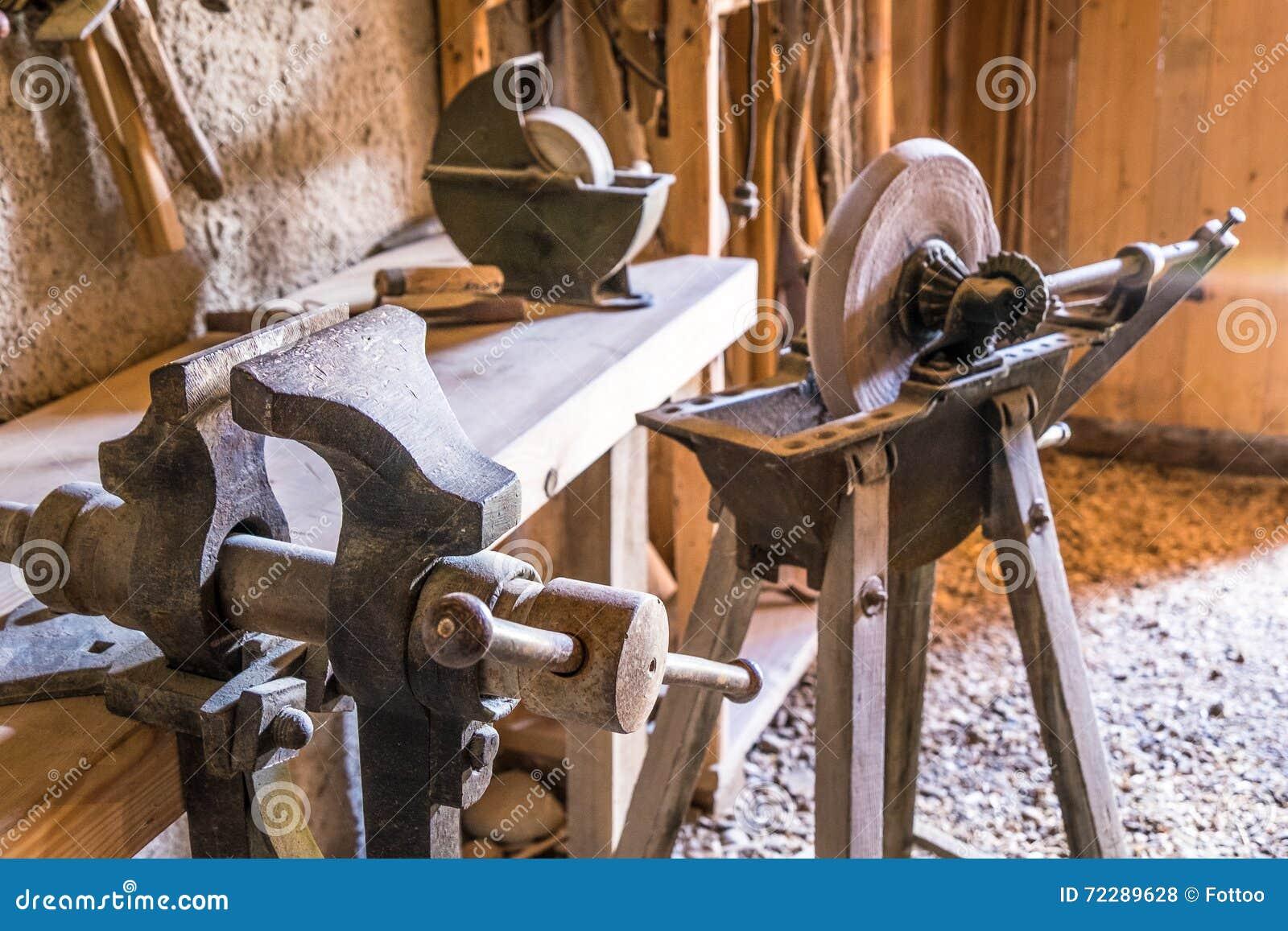 Download точилки старые стоковое фото. изображение насчитывающей деревянно - 72289628