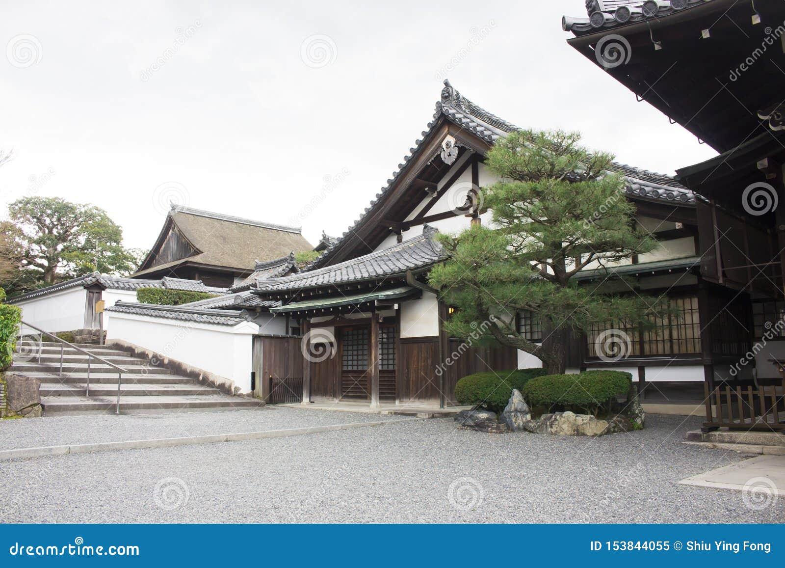 Традиционное японское здание