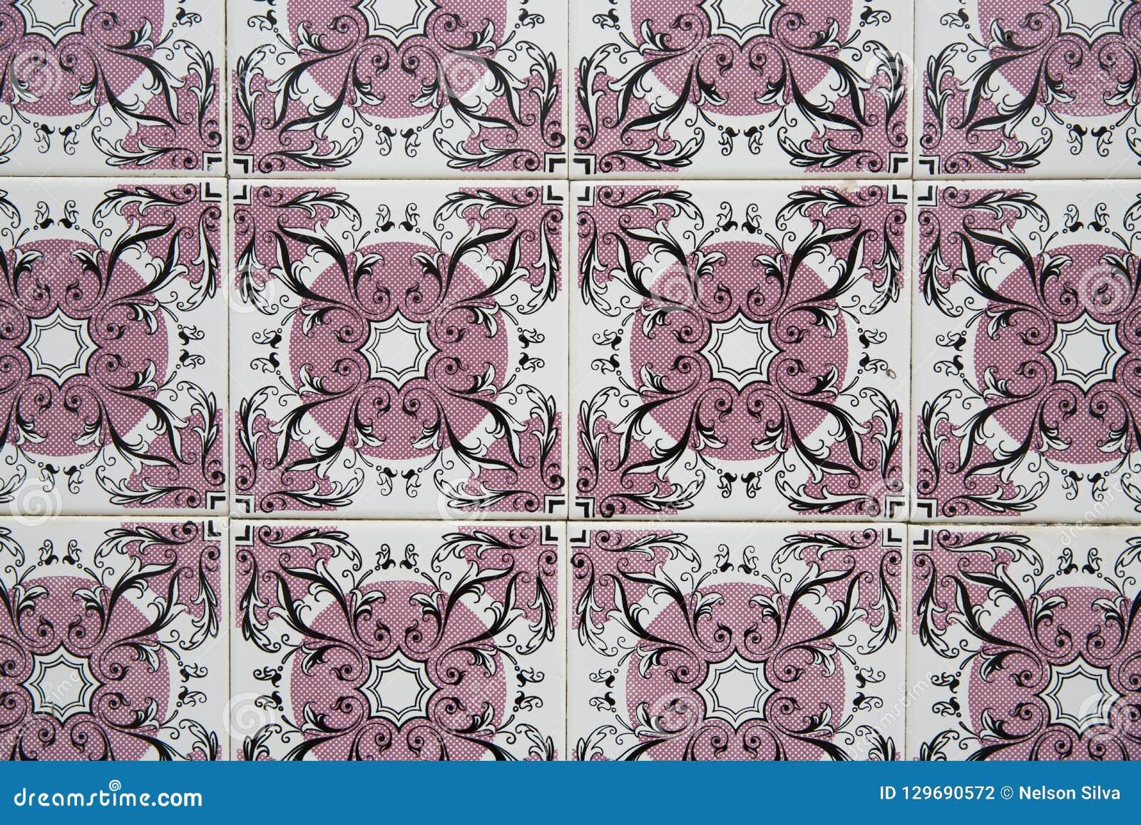 Традиционные богато украшенные португальские декоративные плитки