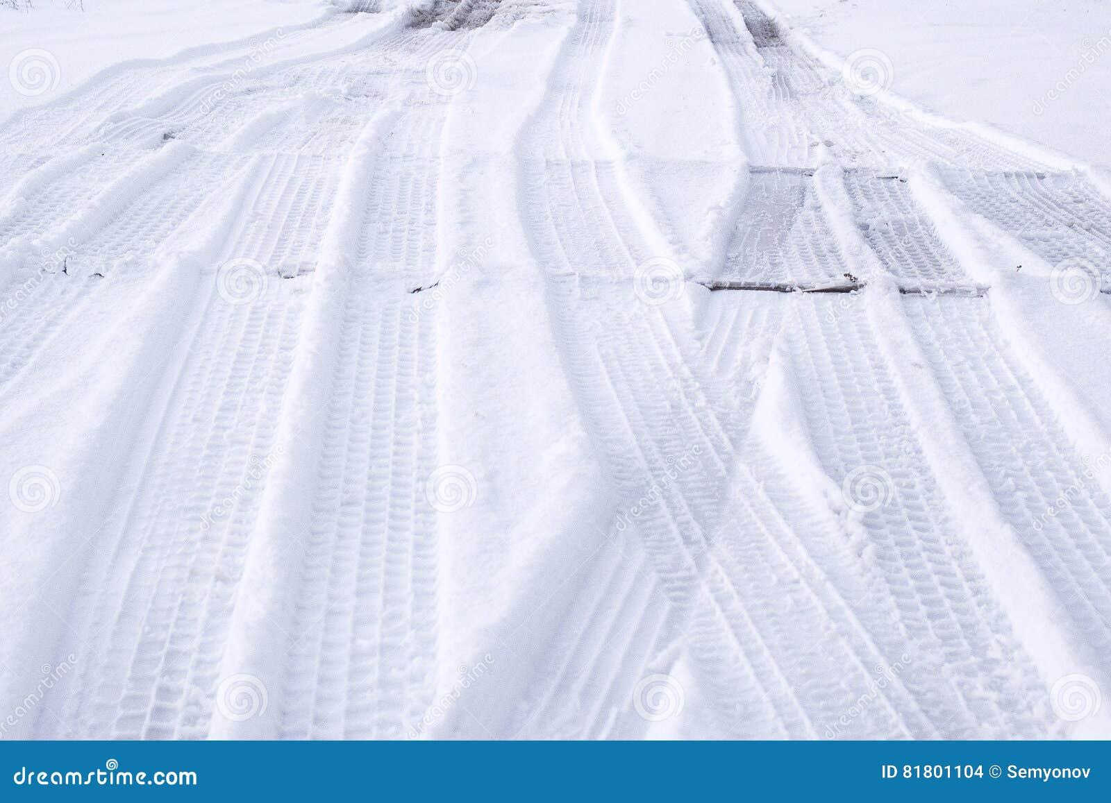 Трассировки автошин на снеге