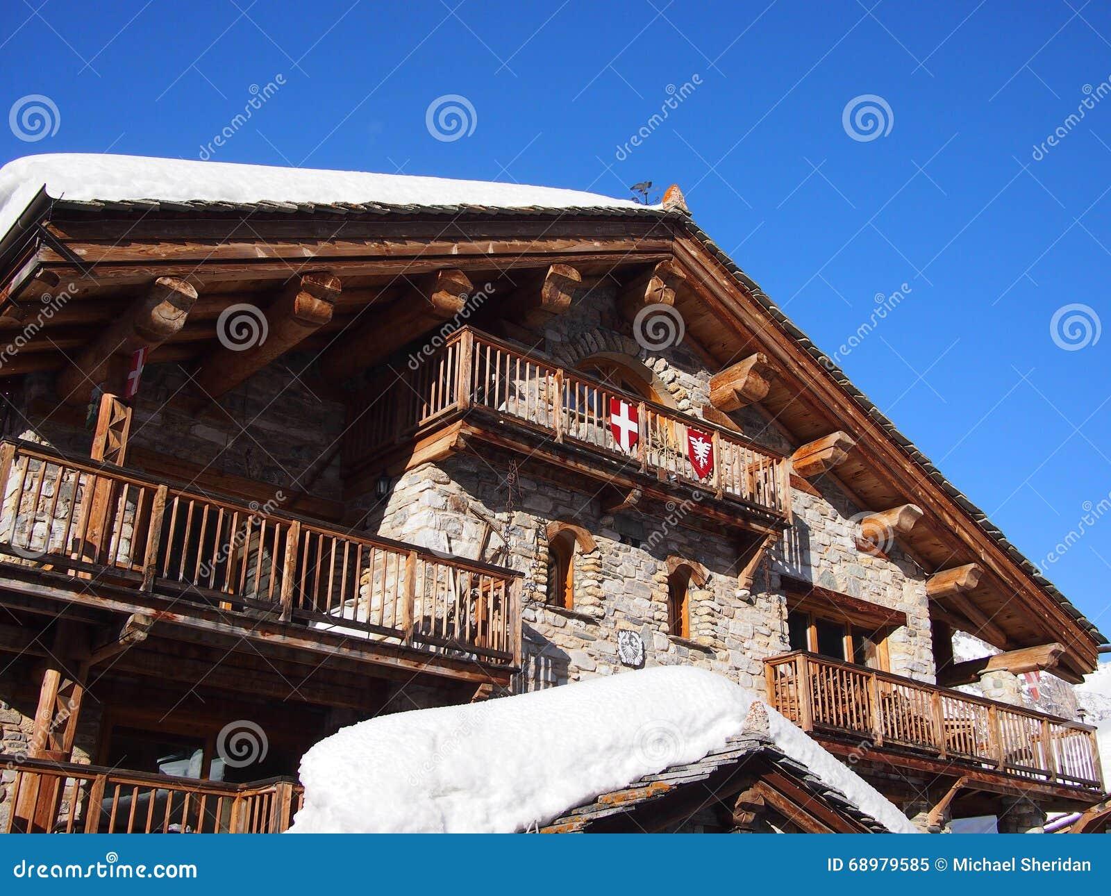 Традиционное шале горных лыж