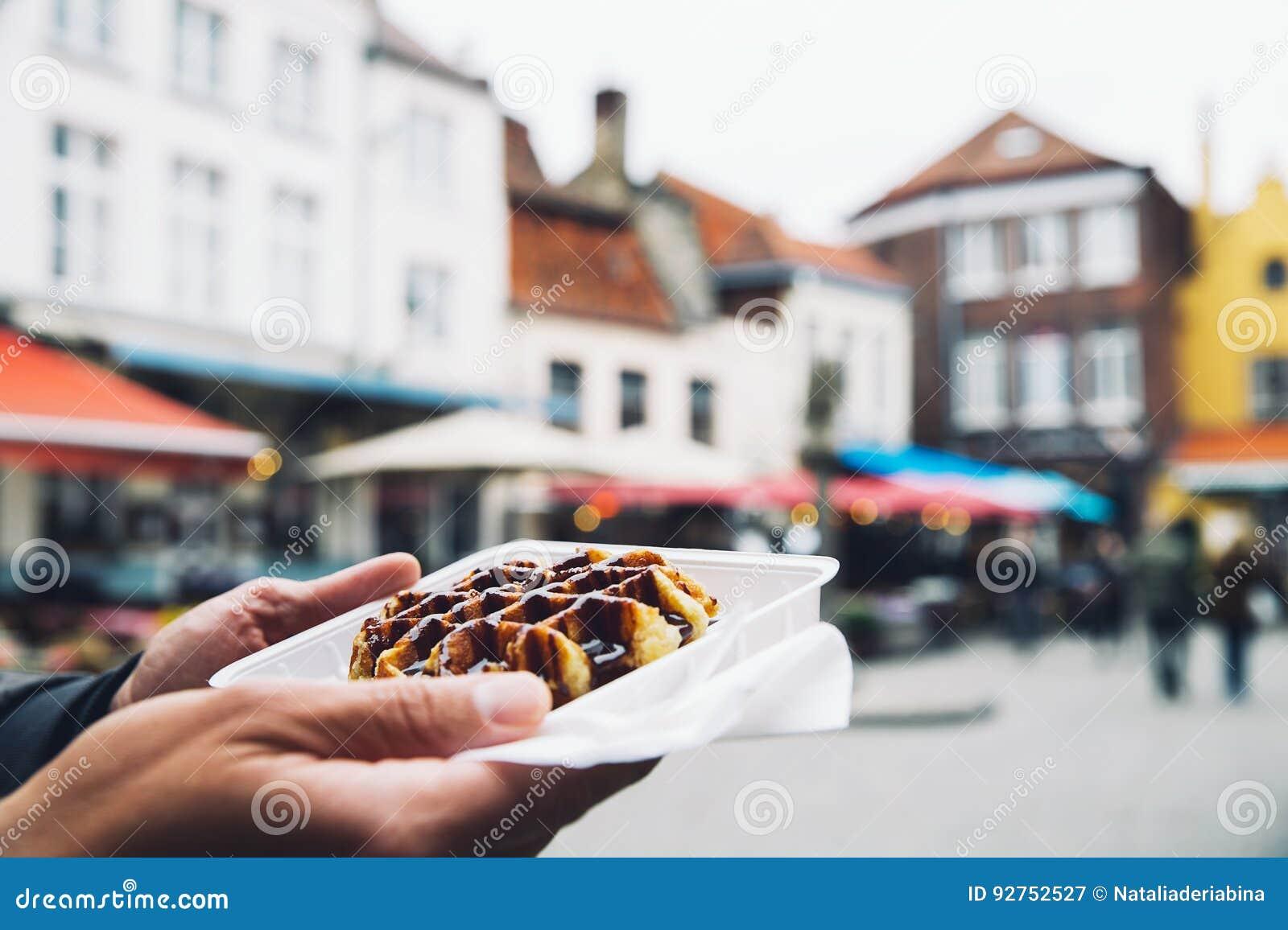 Традиционный бельгийский десерт, печенье - waffle Бельгии вкусный с